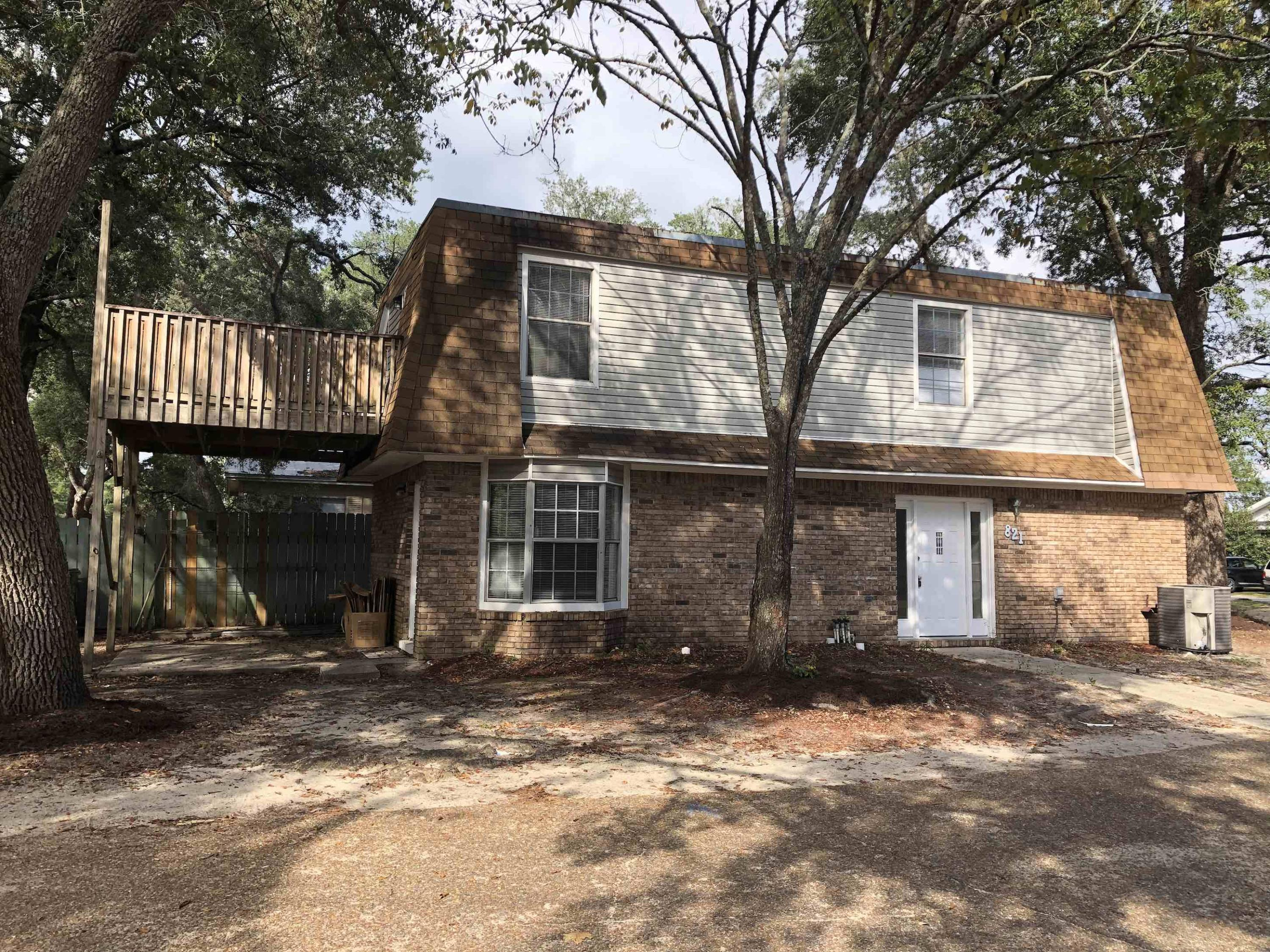 Photo of home for sale at 821 Shadow, Fort Walton Beach FL
