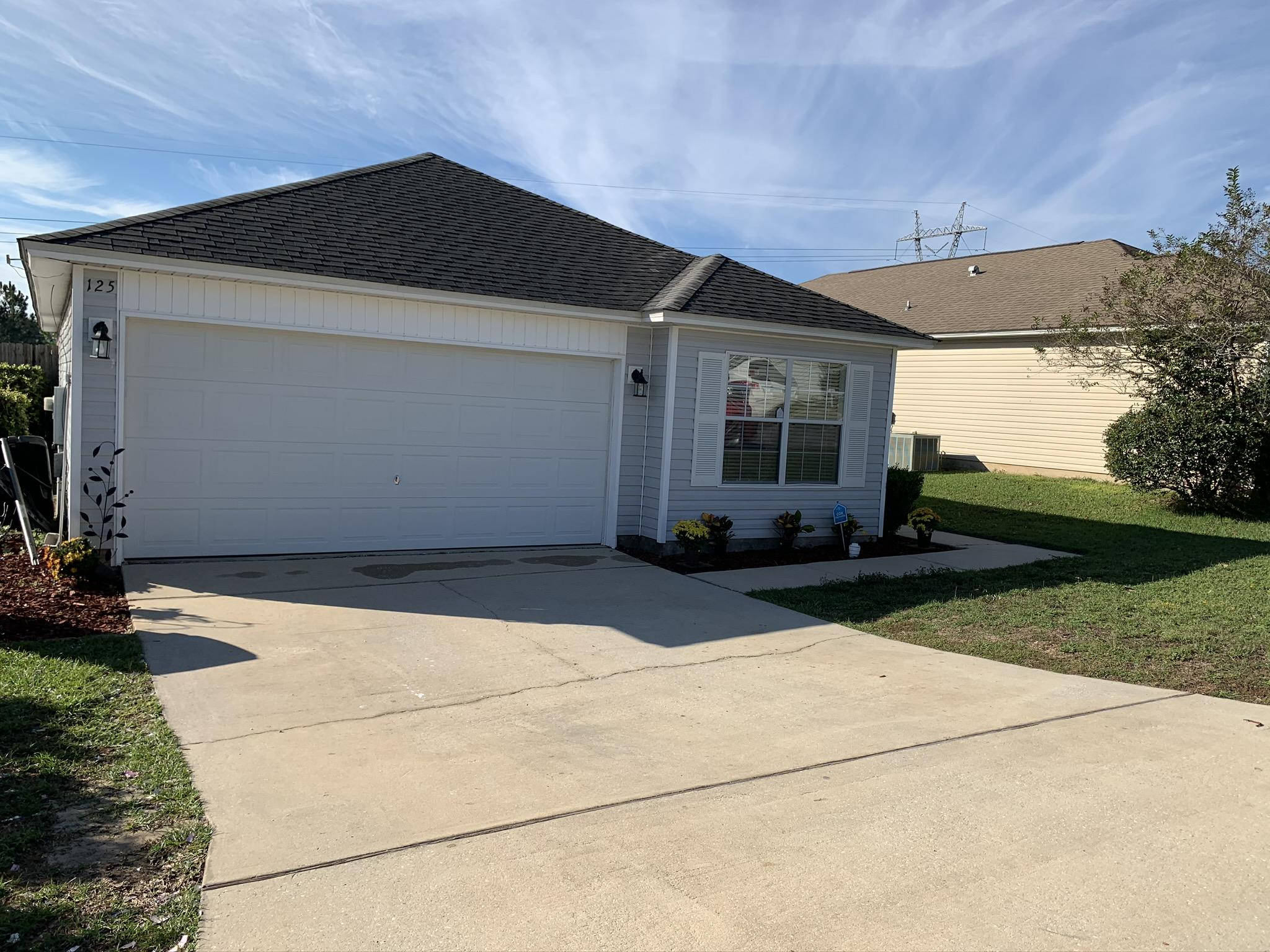 Photo of home for sale at 125 Nivana, Crestview FL