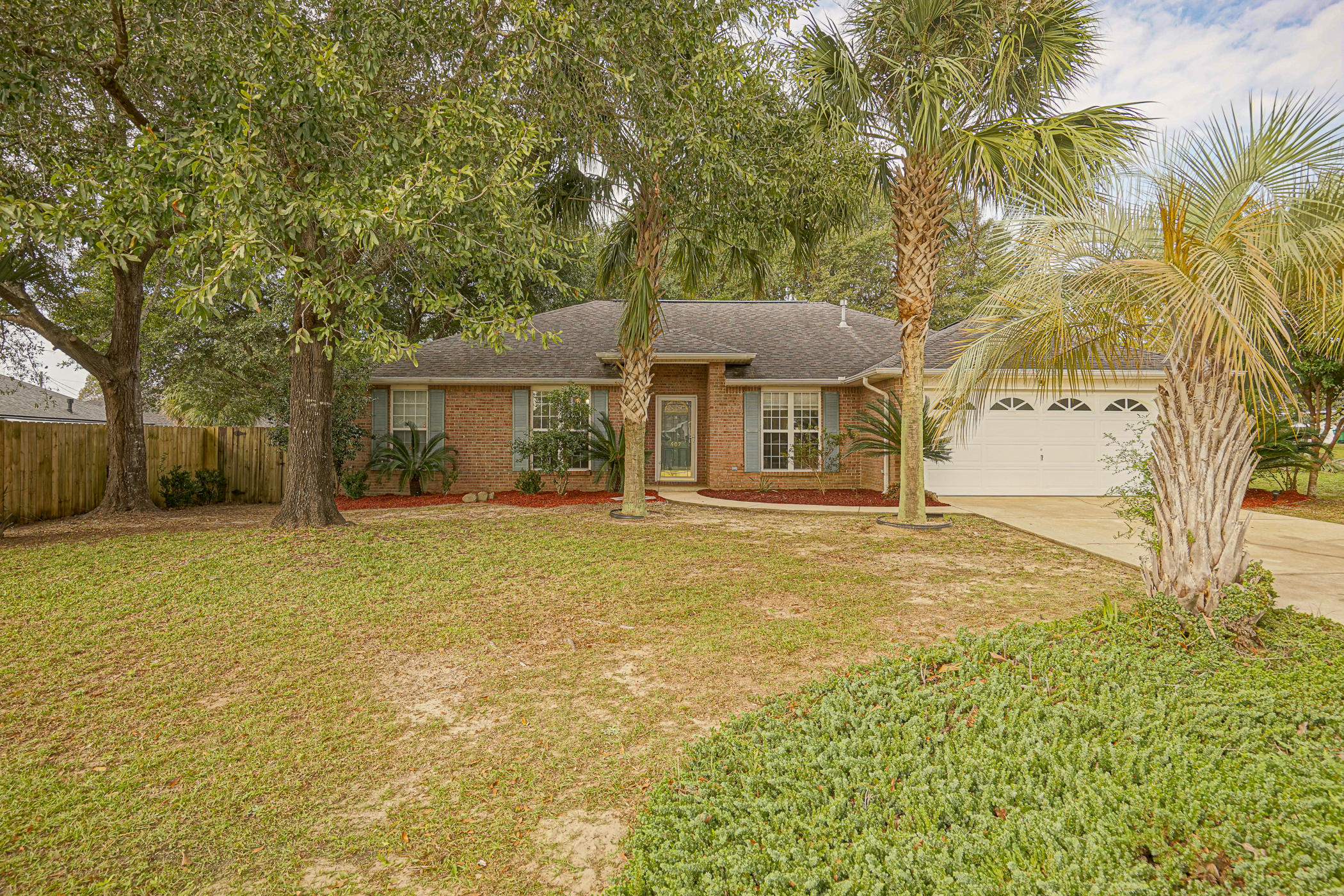 Photo of home for sale at 607 Huck Finn, Crestview FL