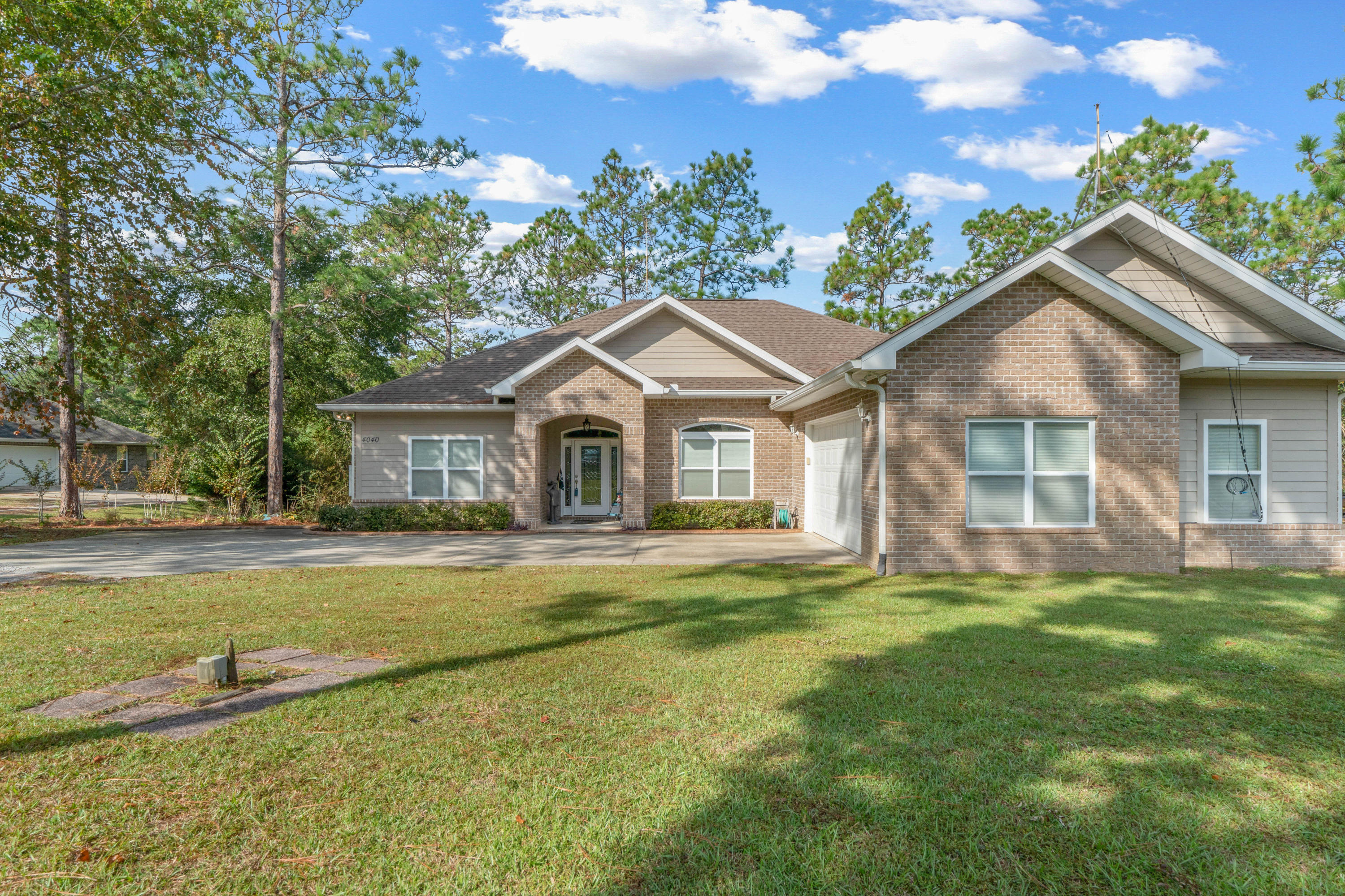 Photo of home for sale at 4040 Lakeview, Crestview FL