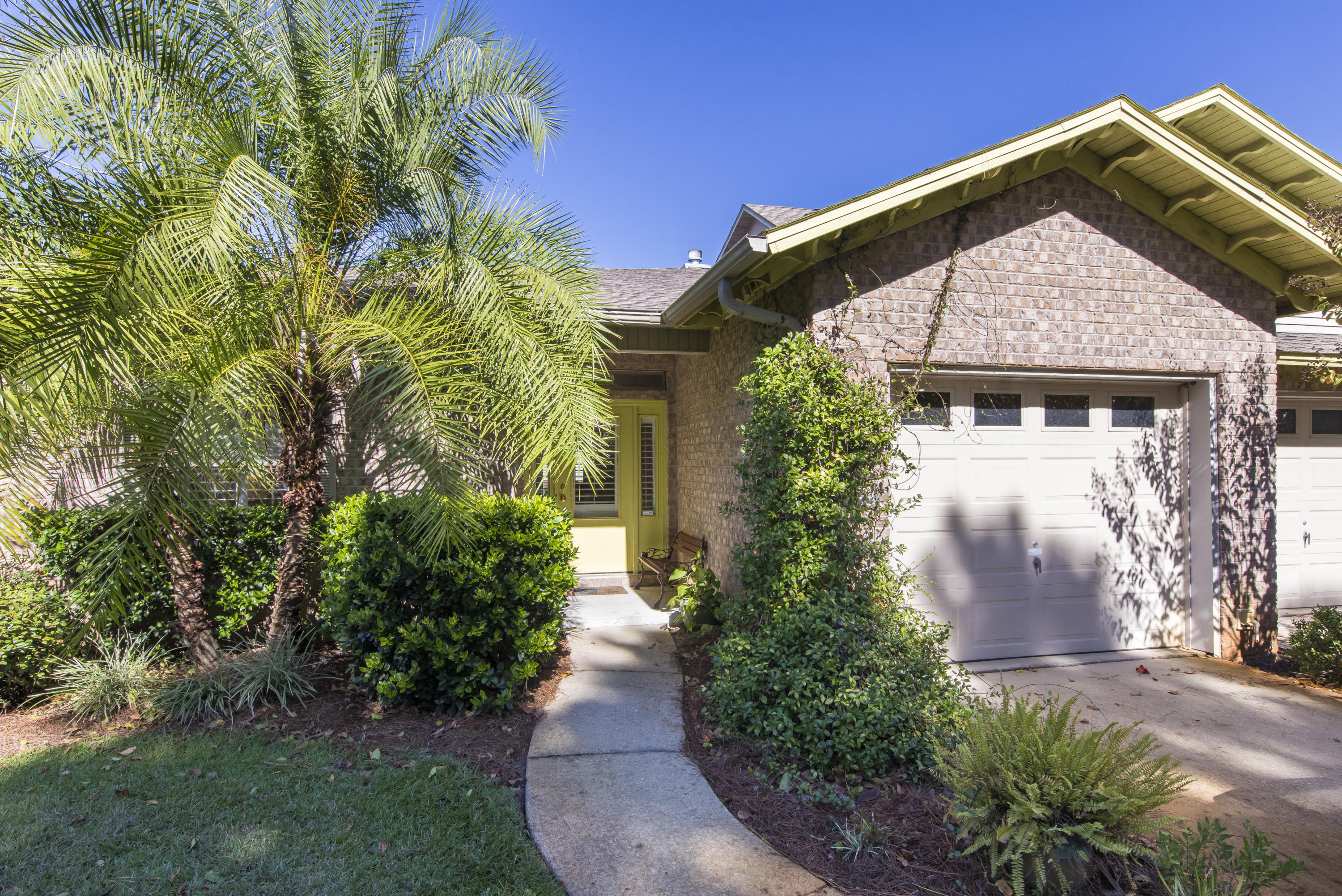 Photo of home for sale at 192 Calle Escada, Santa Rosa Beach FL