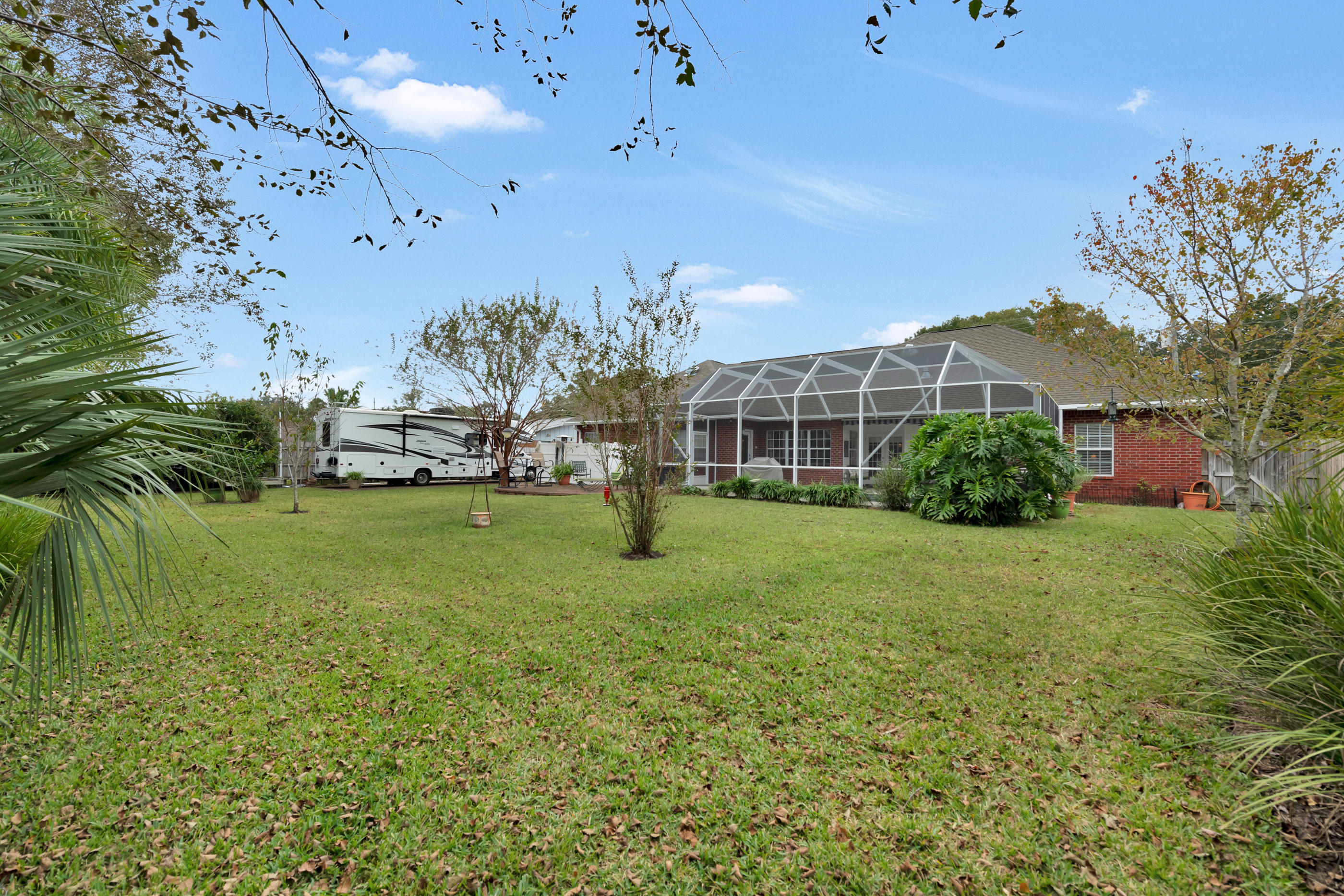 Photo of home for sale at 628 Country Club, Fort Walton Beach FL