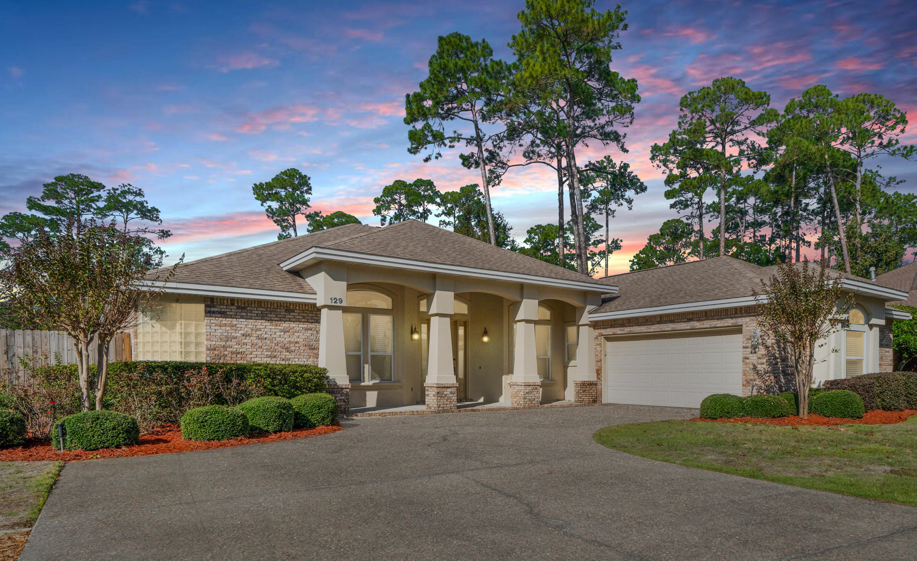 Photo of home for sale at 129 Red Maple, Niceville FL
