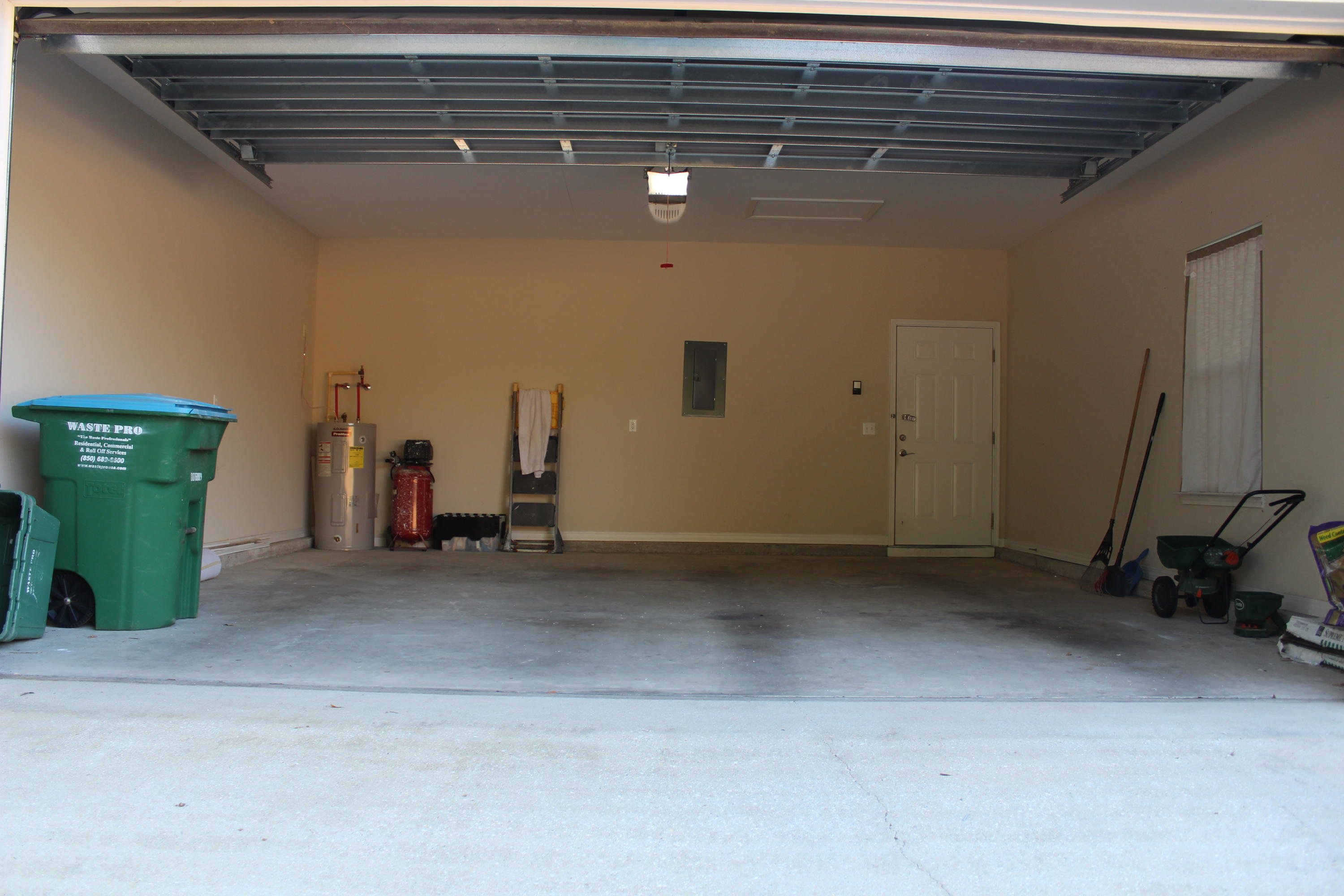 Photo of home for sale at 228 Ladue, Crestview FL