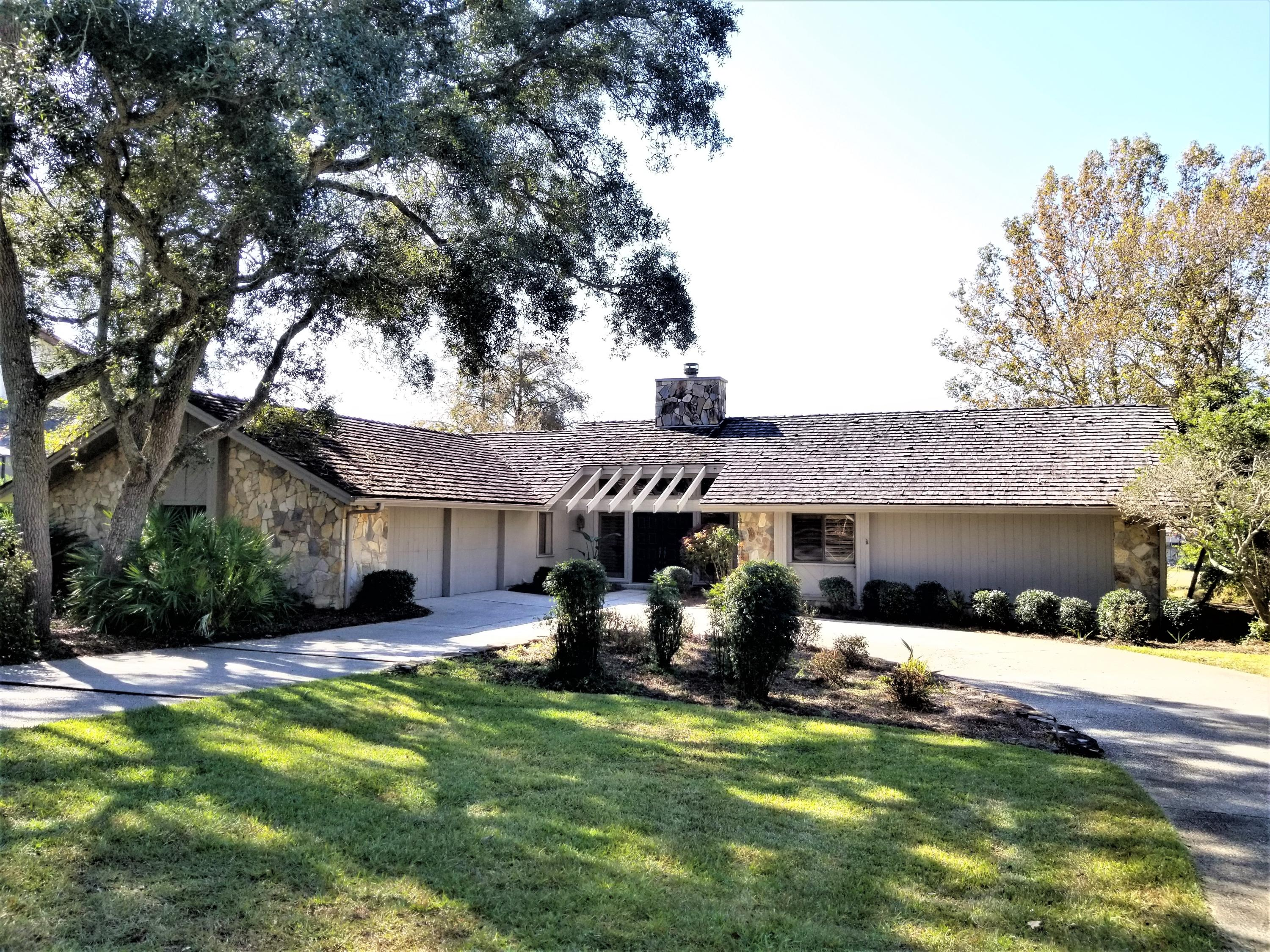 Photo of home for sale at 249 Antiqua, Niceville FL