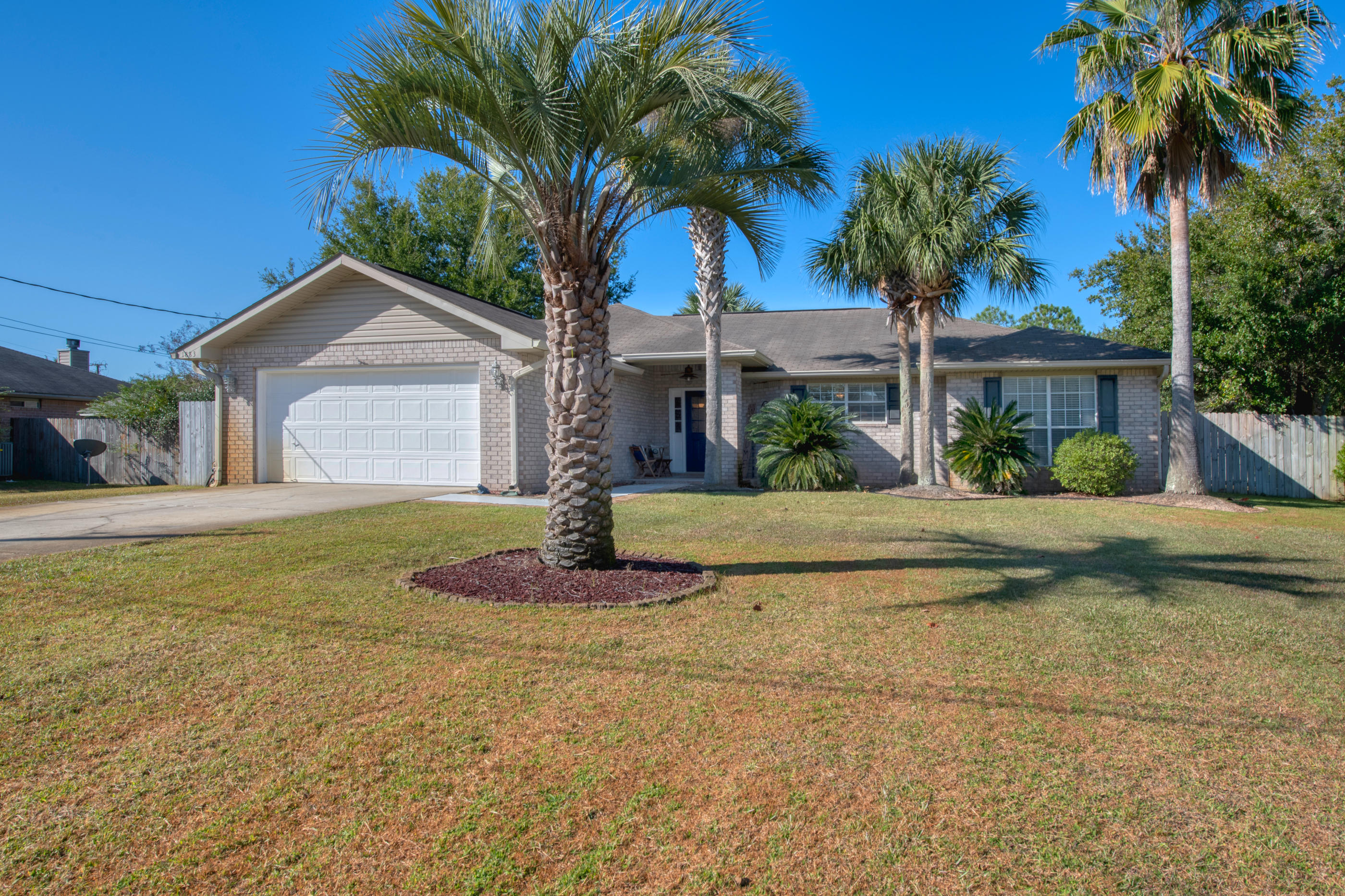 Photo of home for sale at 1883 Everglades, Navarre FL