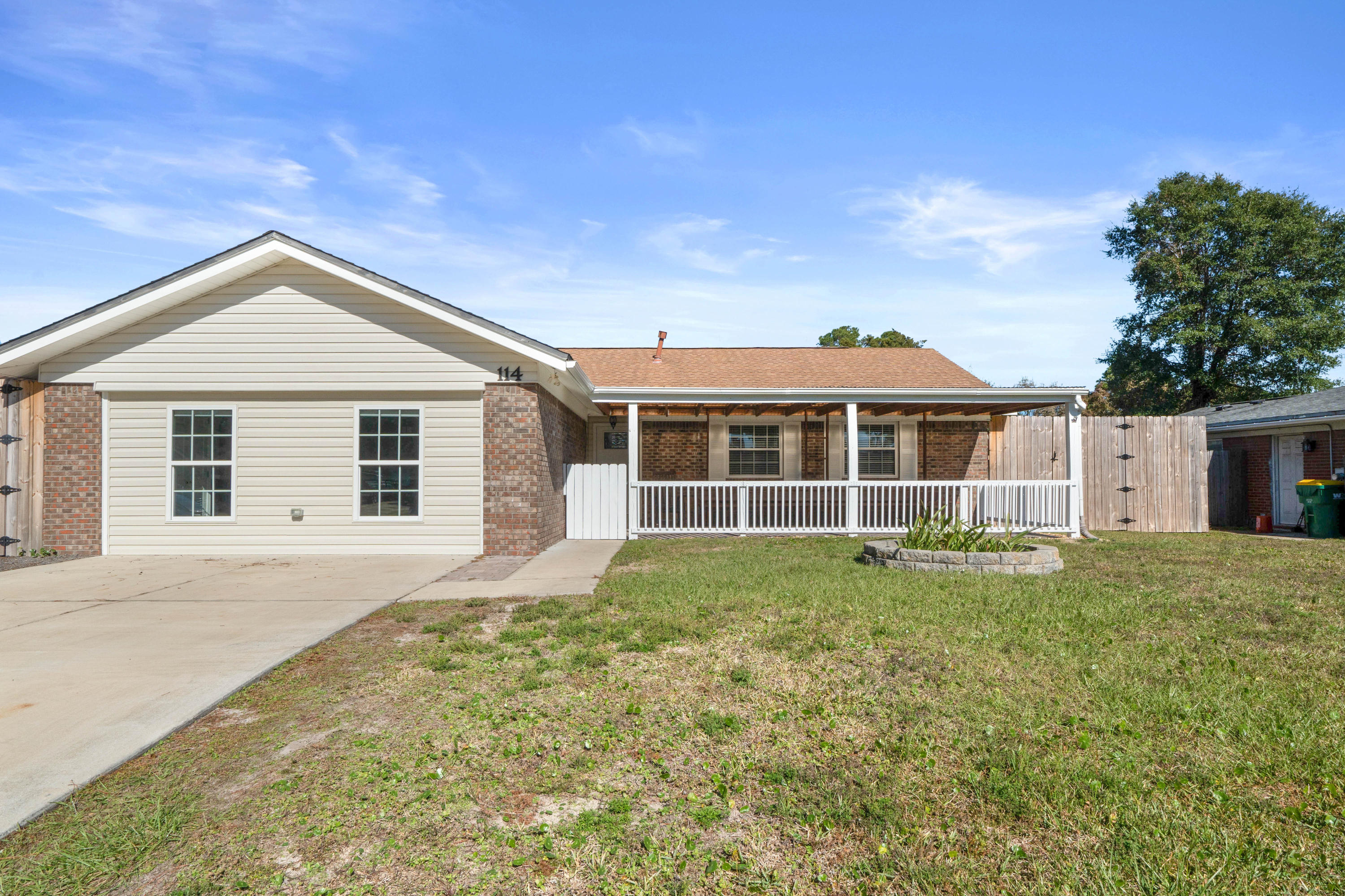 Photo of home for sale at 114 Perdido, Niceville FL