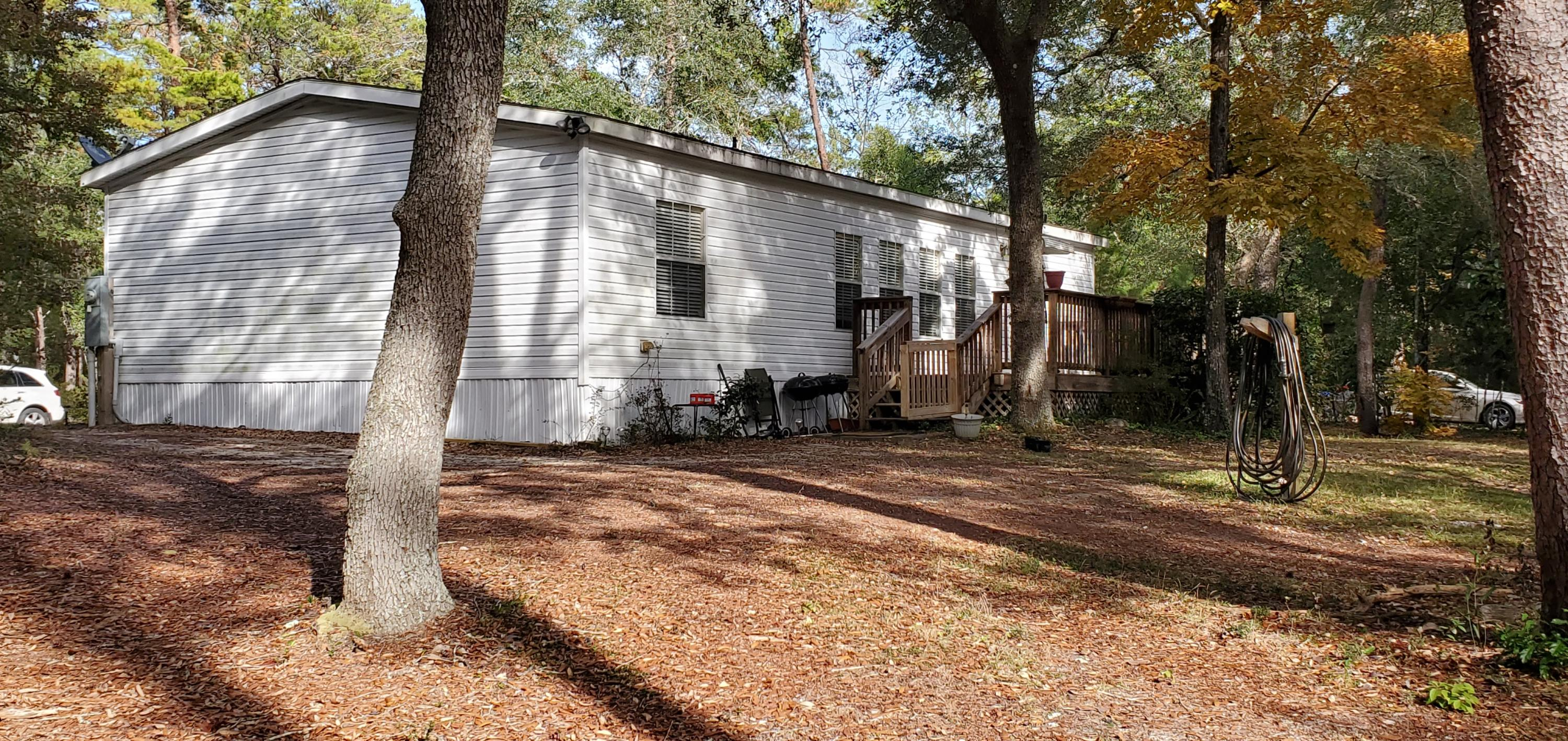 Photo of home for sale at 92 Magnolia, Defuniak Springs FL