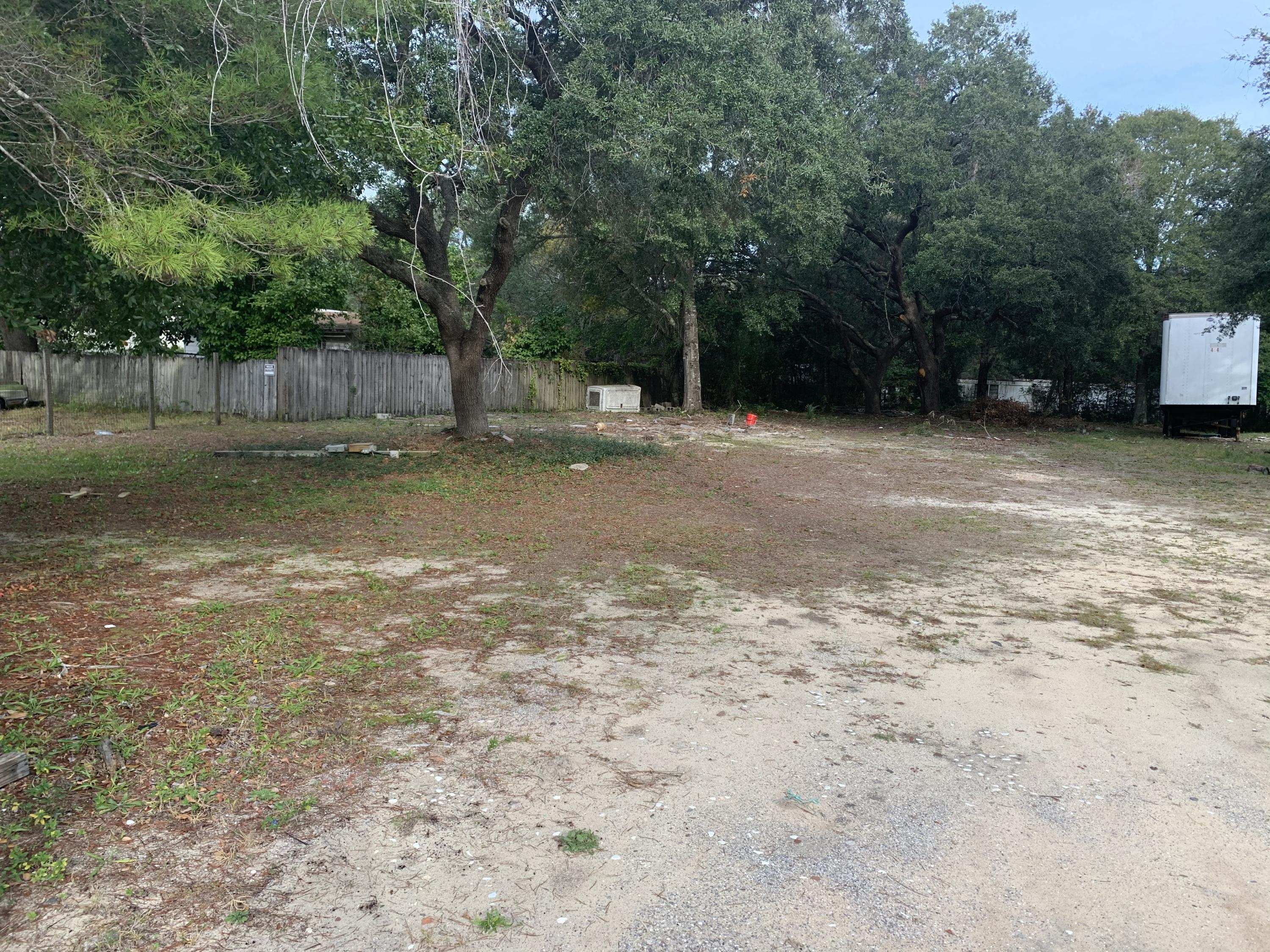 Photo of home for sale at 401 Lovejoy, Fort Walton Beach FL