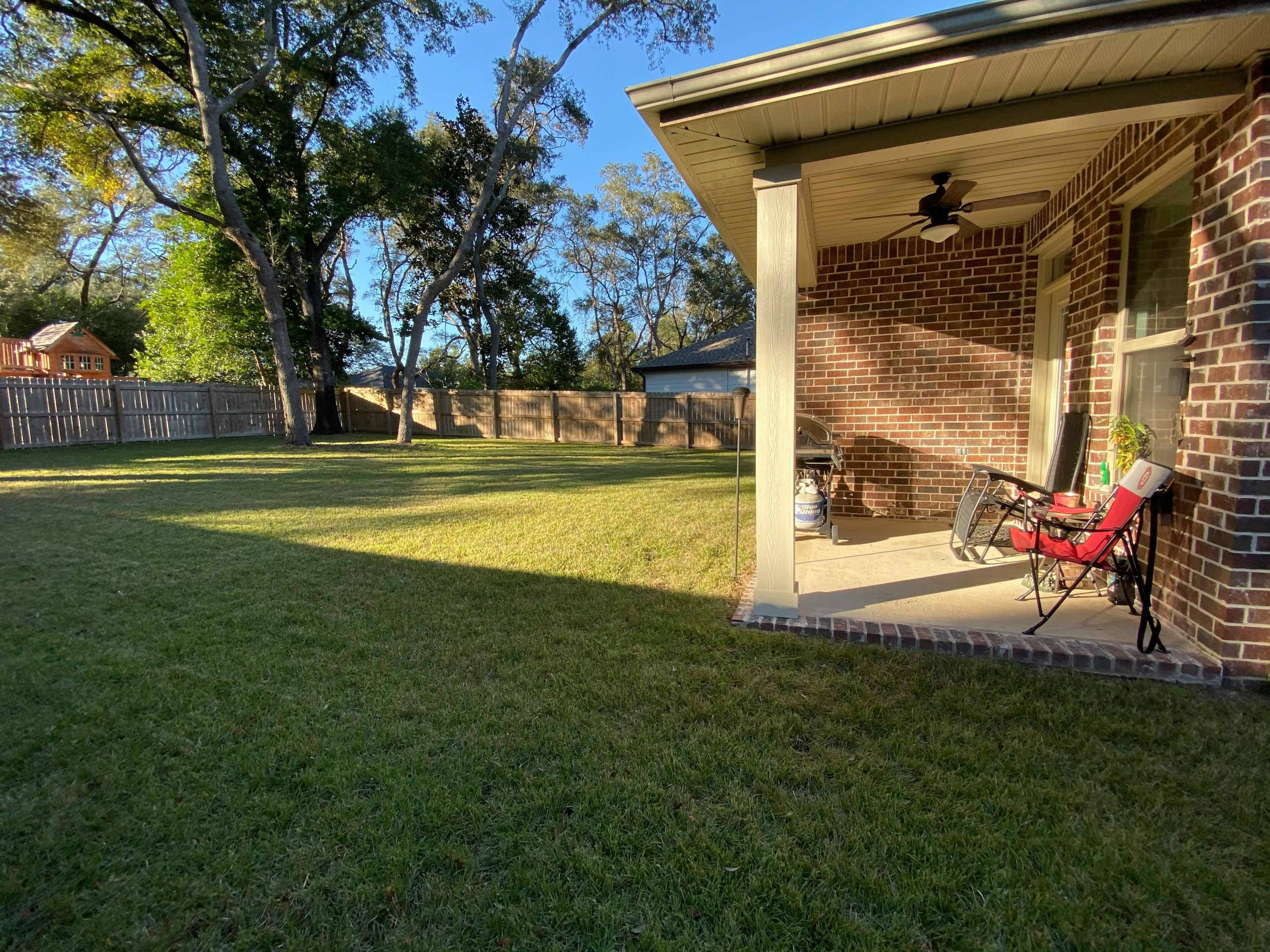 Photo of home for sale at 621 Ivy, Niceville FL