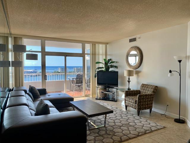 Photo of home for sale at 320 Harbor, Destin FL