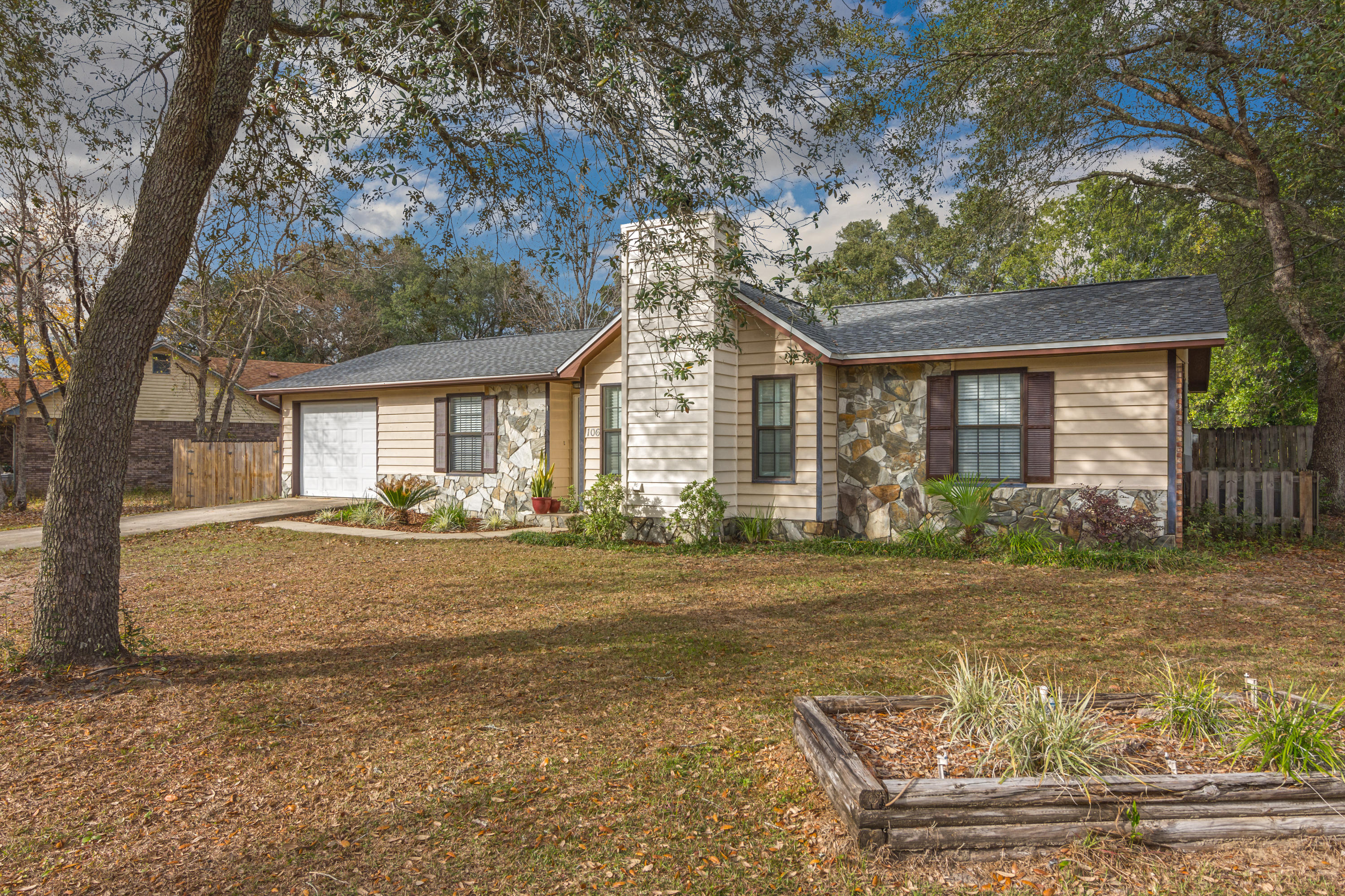 Photo of home for sale at 106 Edna, Crestview FL