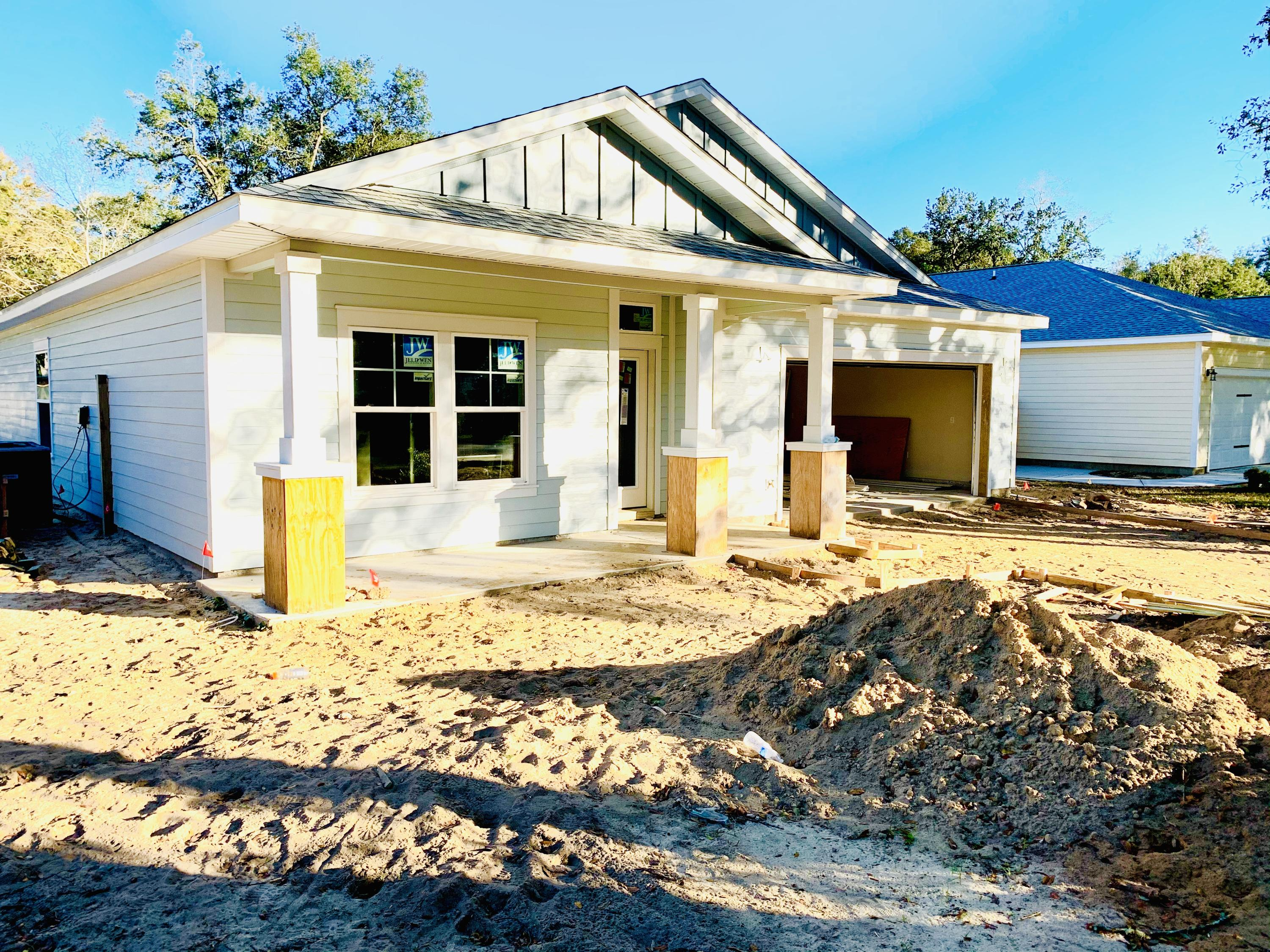 Photo of home for sale at 1565 Hickory, Niceville FL