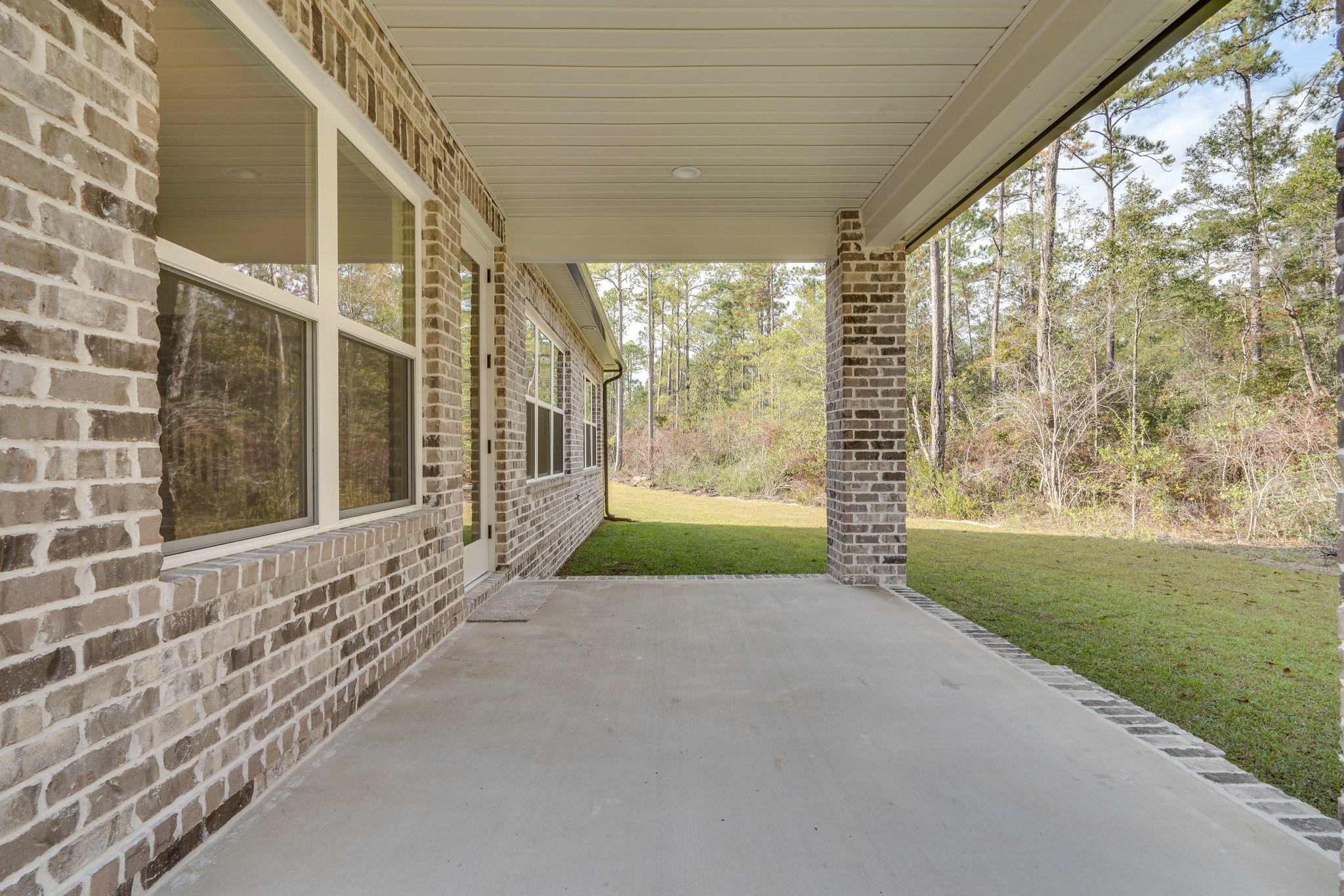Photo of home for sale at 105 Creve Core, Crestview FL