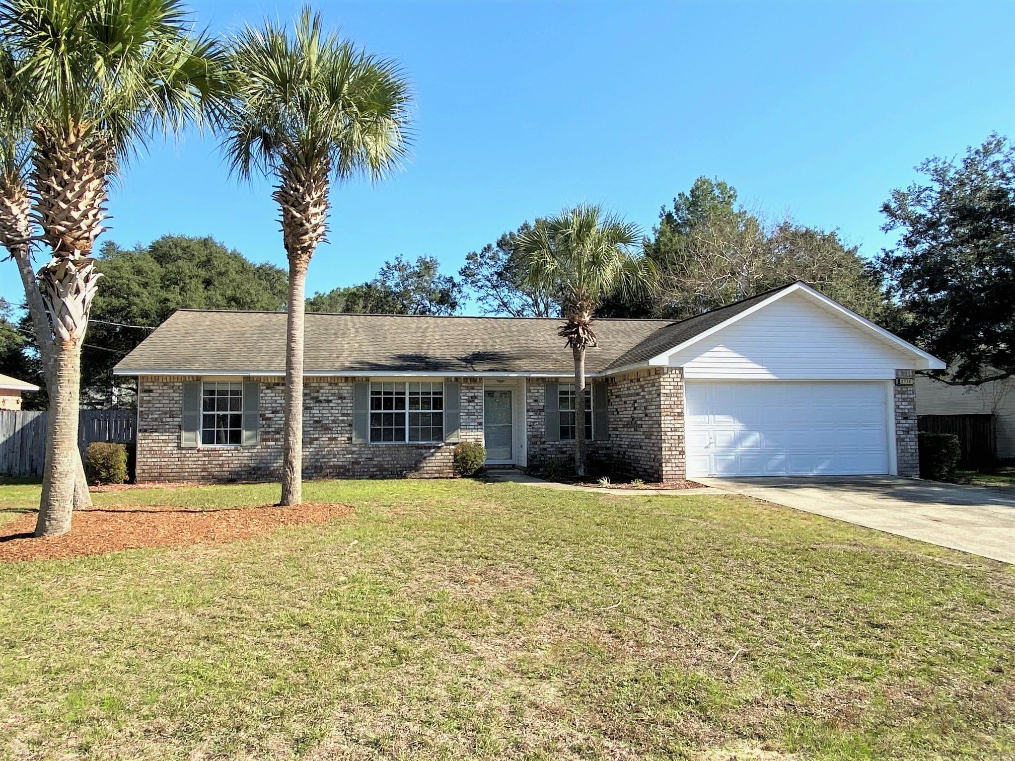 Photo of home for sale at 2736 Shoreview, Navarre FL