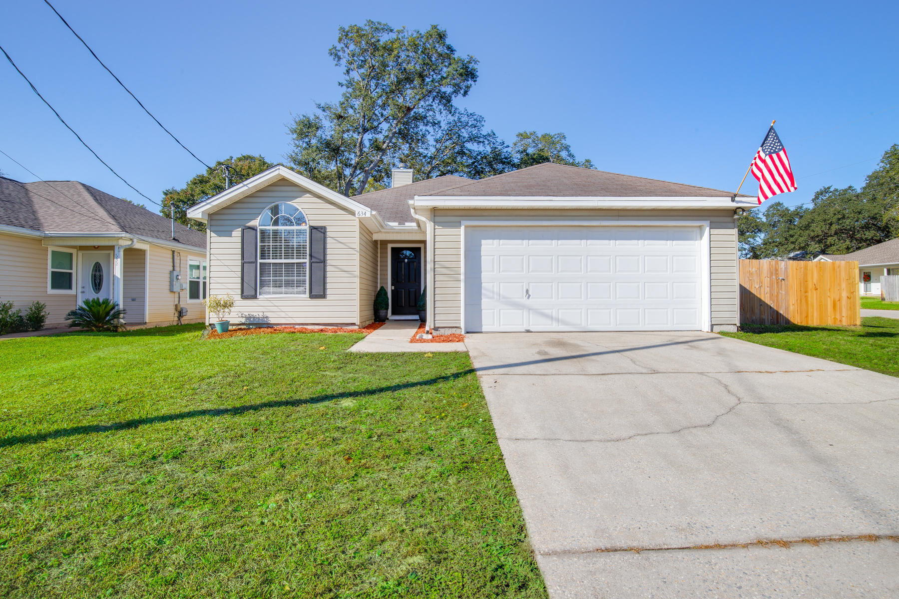 Photo of home for sale at 634 Jerrells, Fort Walton Beach FL