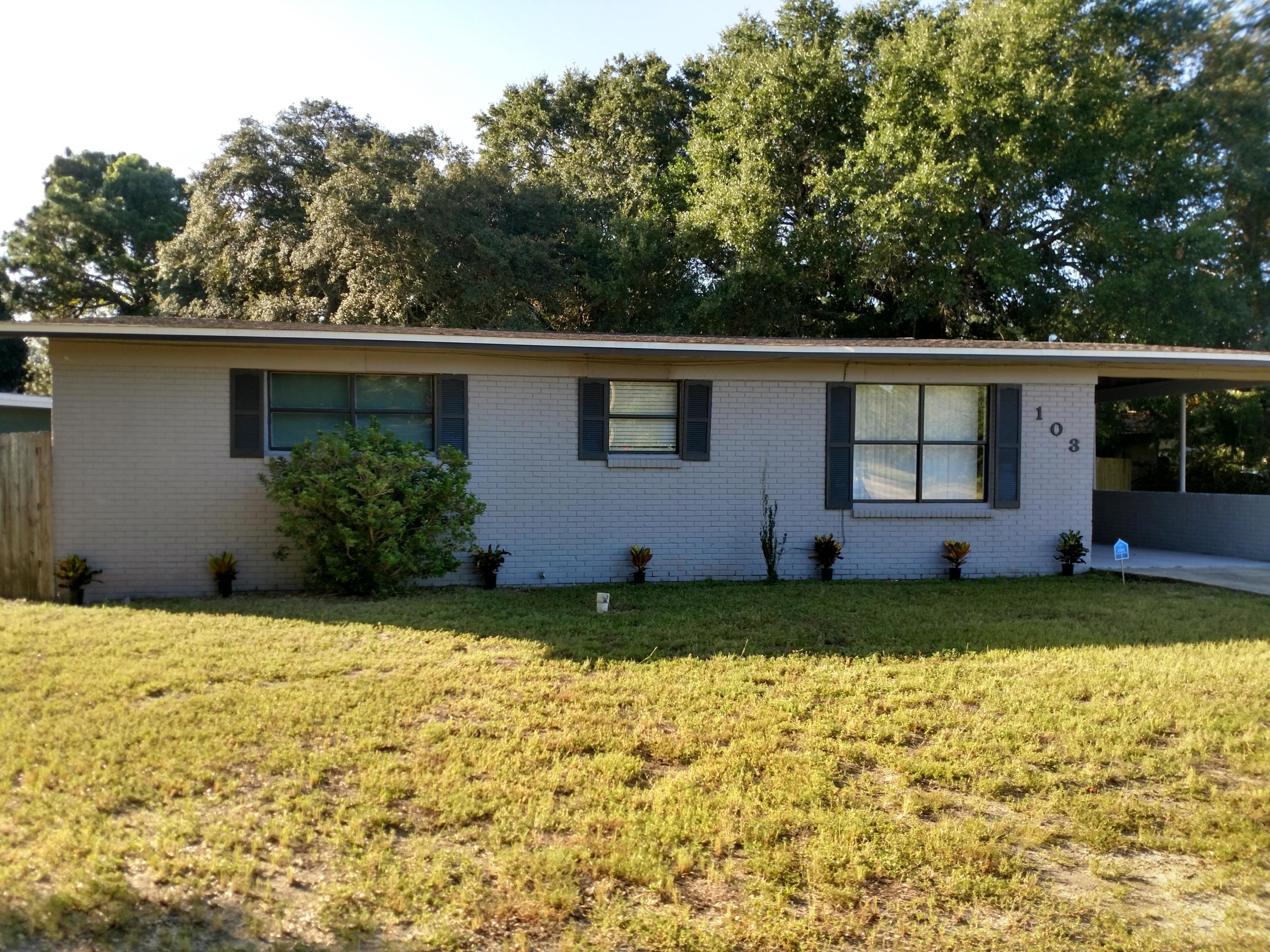 Photo of home for sale at 103 Robinwood, Fort Walton Beach FL