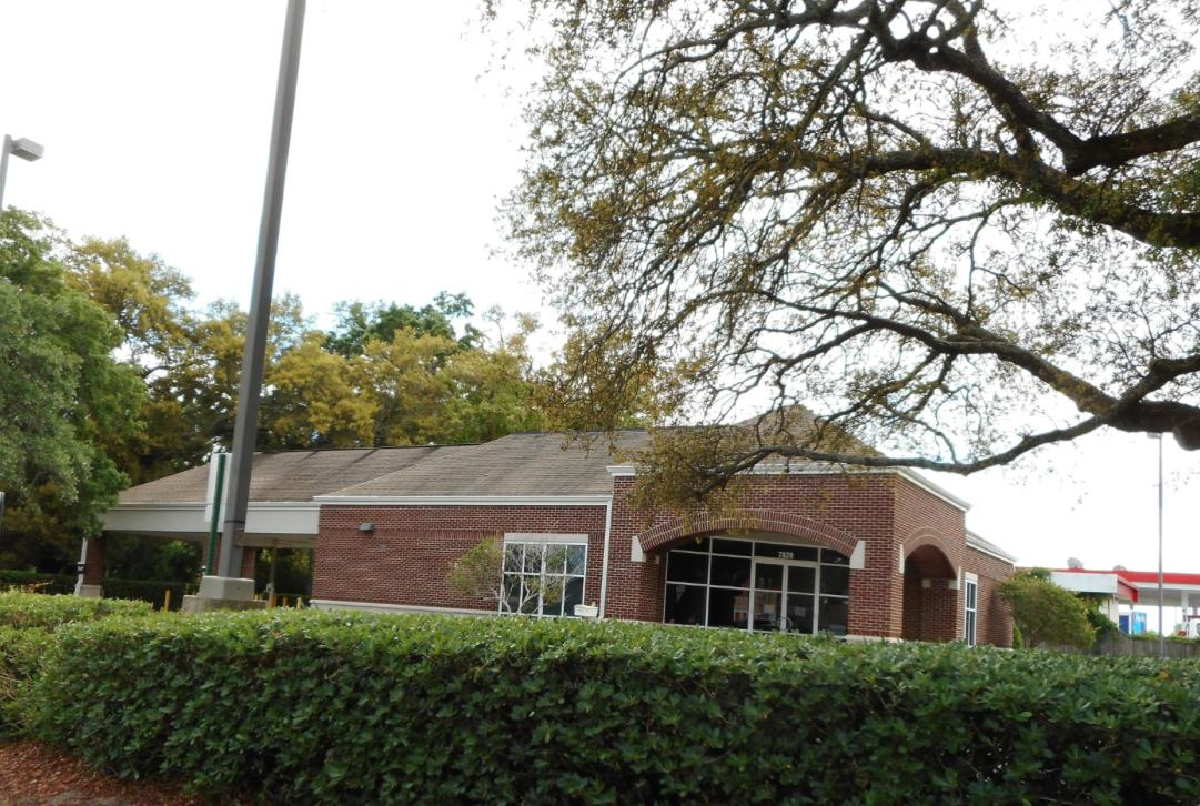 2600 SF Bank Branch sits on .67 acre parcel on N Davis Hwy