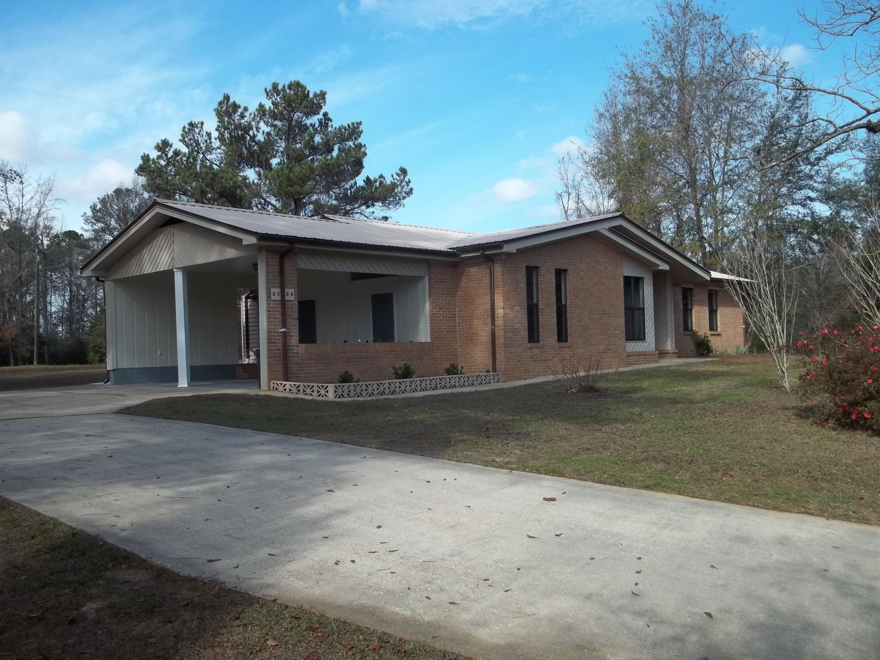 Photo of home for sale at 2528 St Highway 81, Ponce De Leon FL