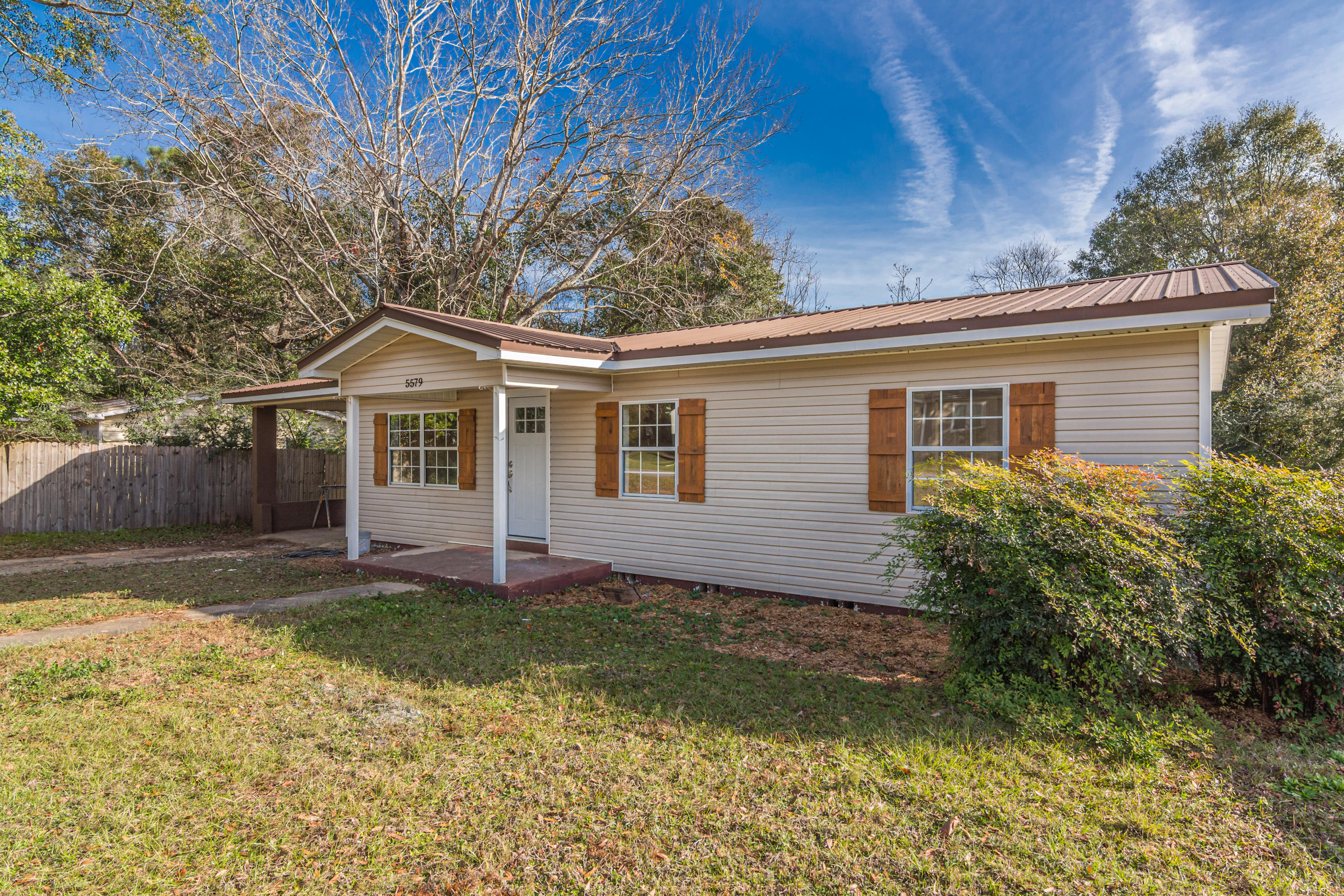 Photo of home for sale at 5579 Fleming, Crestview FL