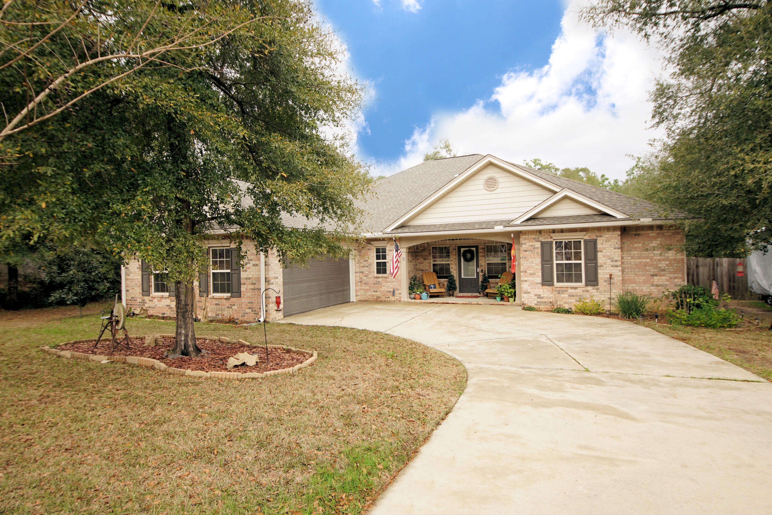Photo of home for sale at 6075 Carina, Crestview FL