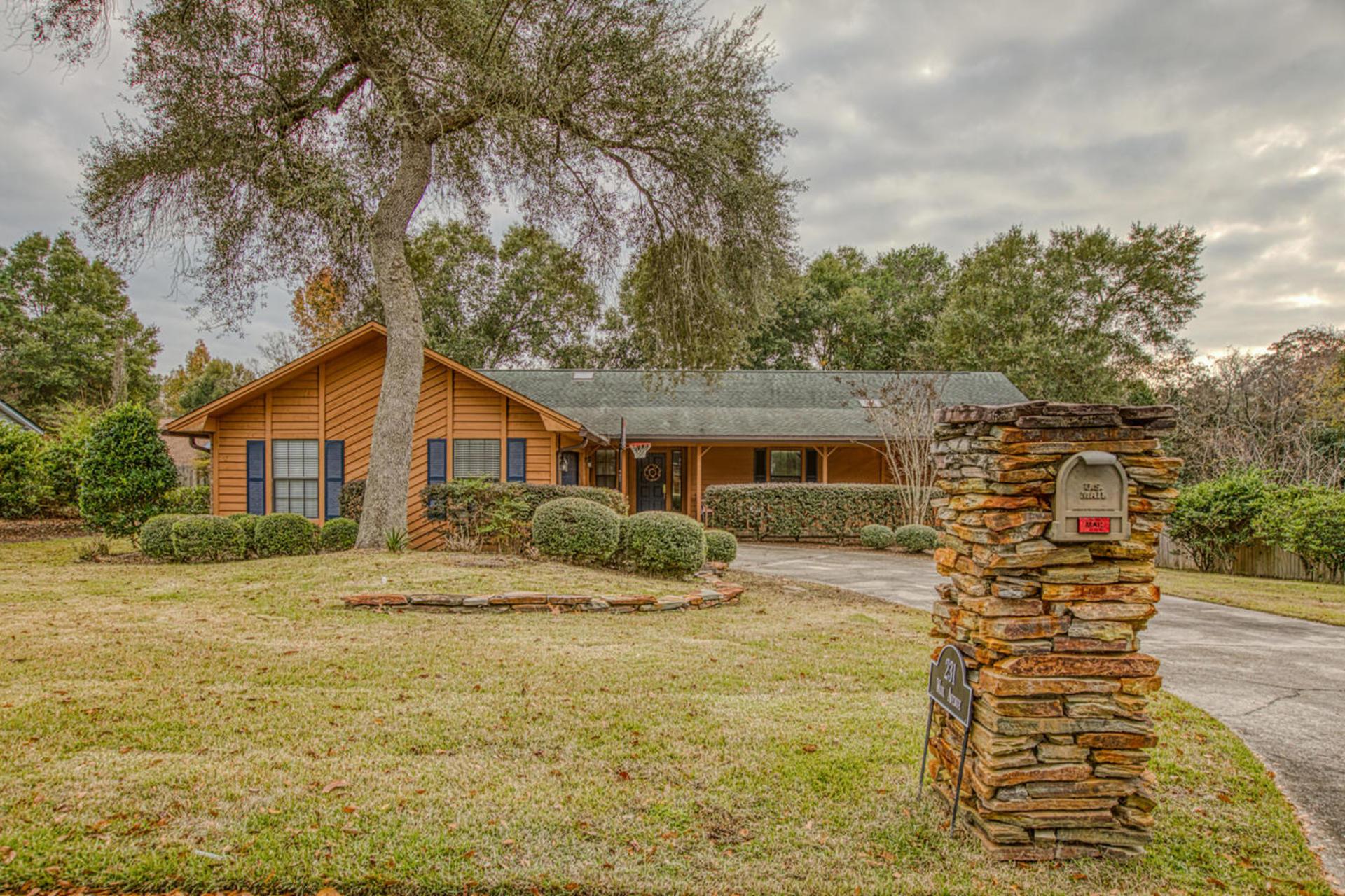 A 3 Bedroom 2 Bedroom Rocky Bayou Country Club Estates 3 Home