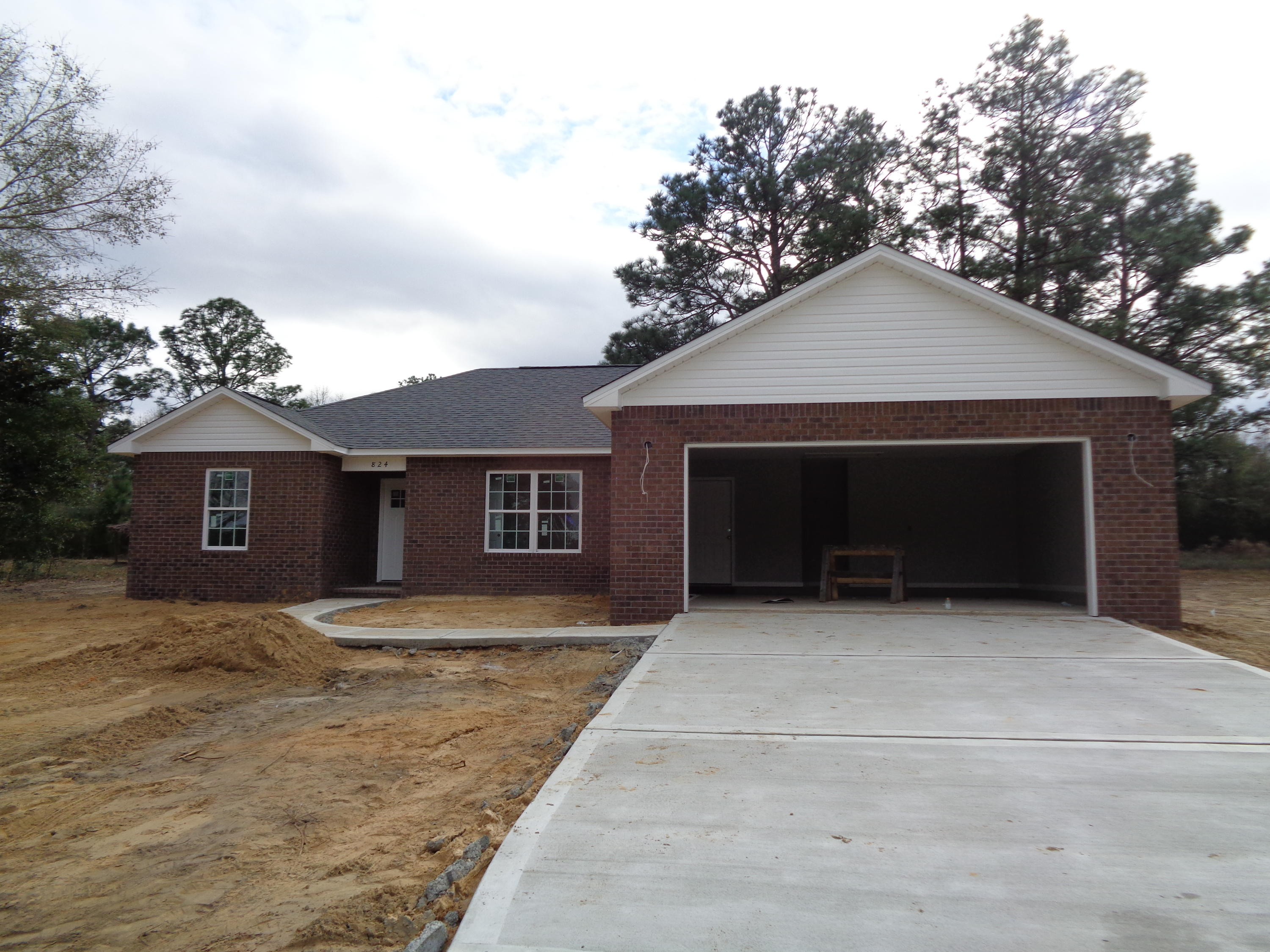 Photo of home for sale at 458 Country Club, Defuniak Springs FL