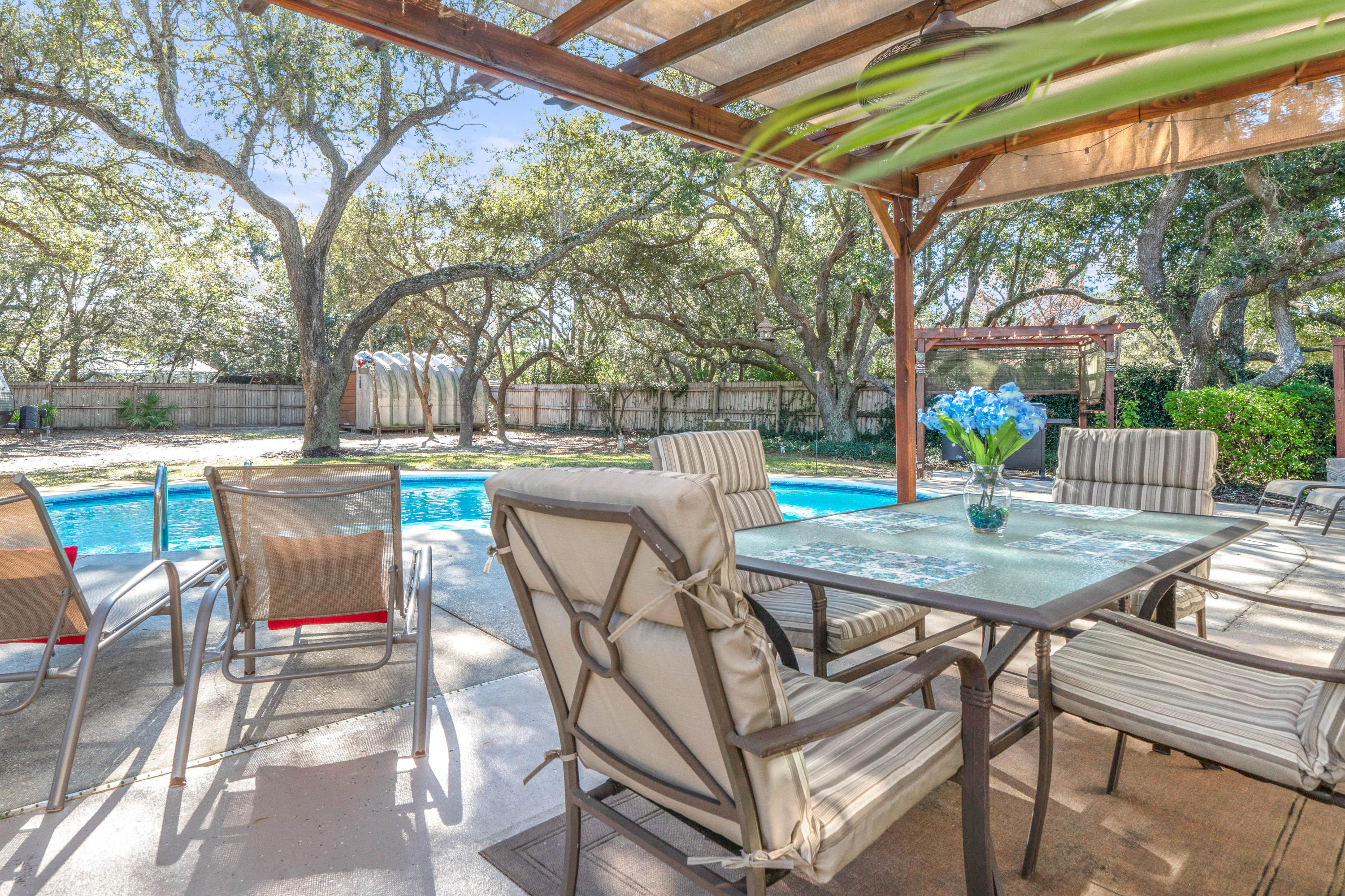 Photo of home for sale at 6847 Dona, Navarre FL