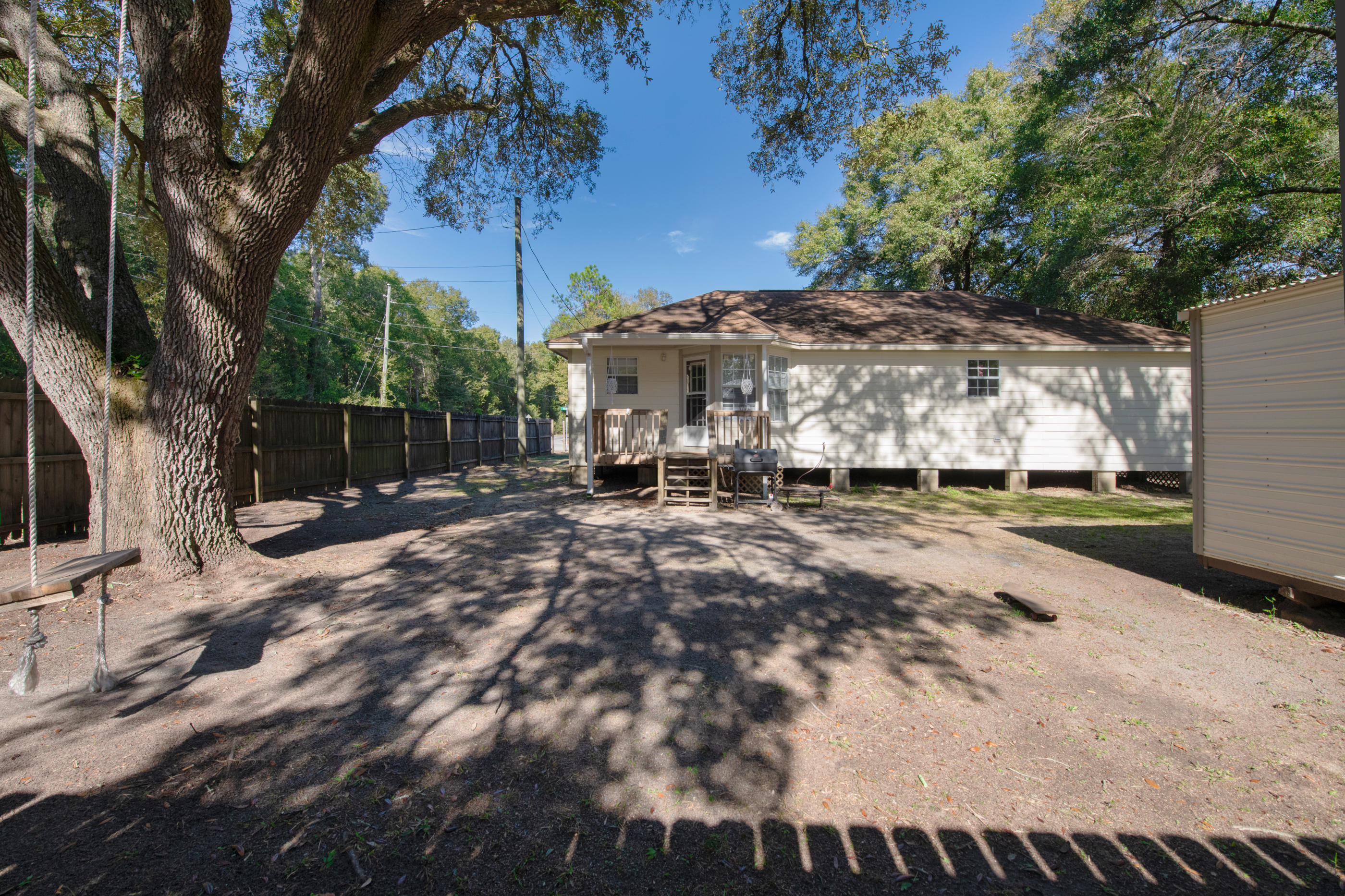 Photo of home for sale at 6201 Weekly, Milton FL