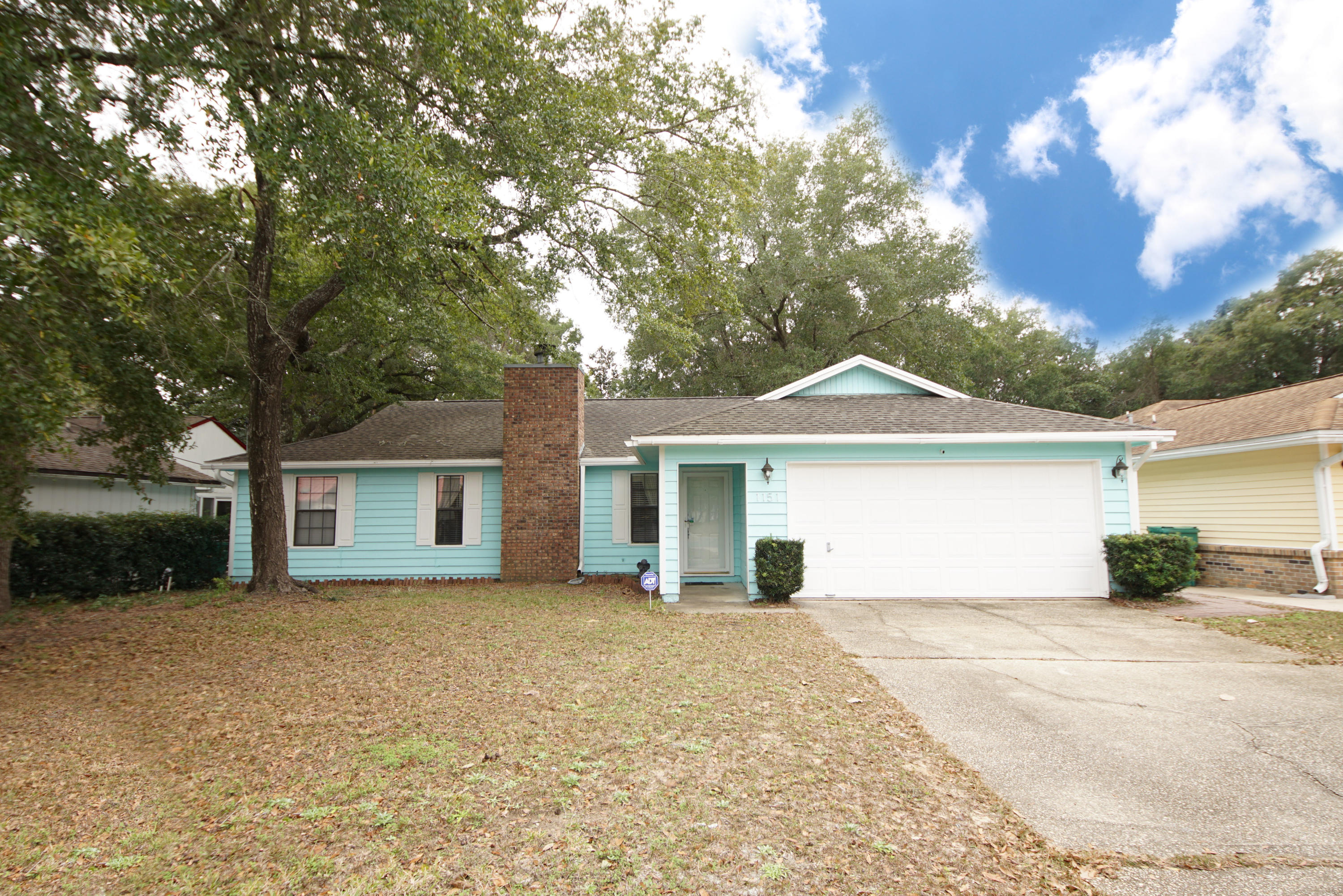 Photo of home for sale at 1151 Rhonda, Niceville FL