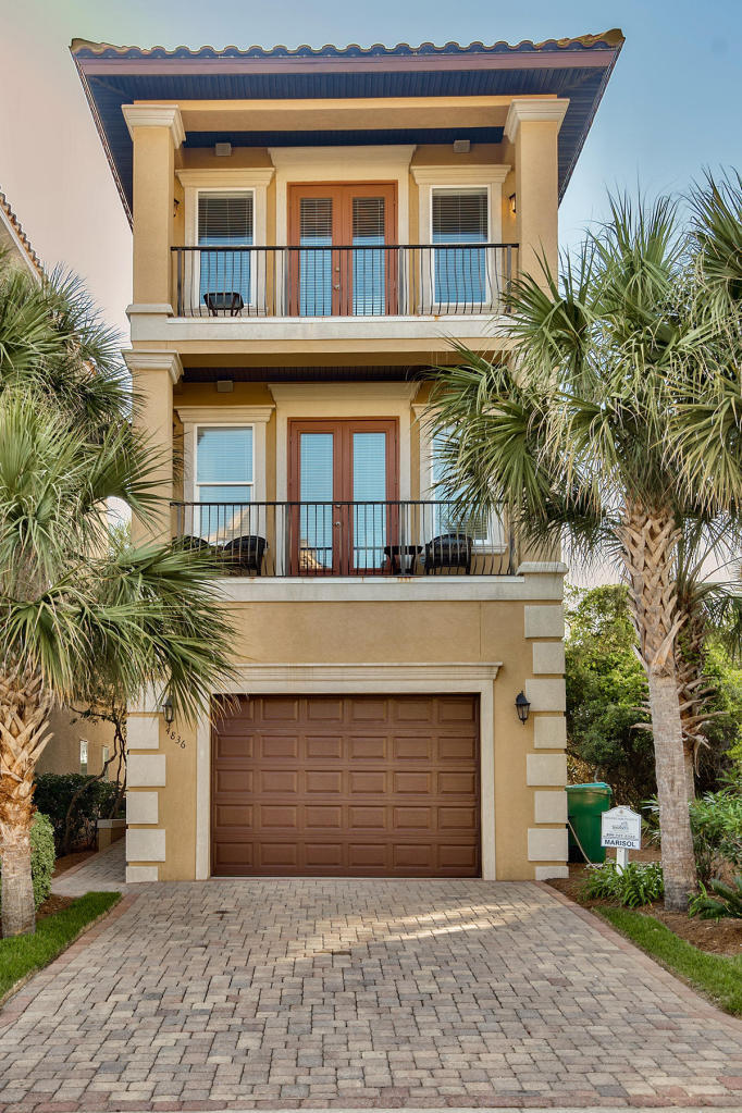 Photo of home for sale at 4836 Ocean, Destin FL