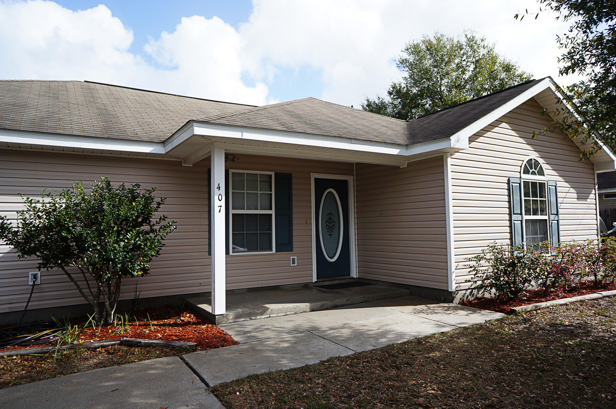 Photo of home for sale at 407 Renoir, Defuniak Springs FL