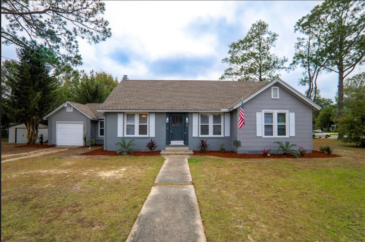 Photo of home for sale at 302 Second, Crestview FL