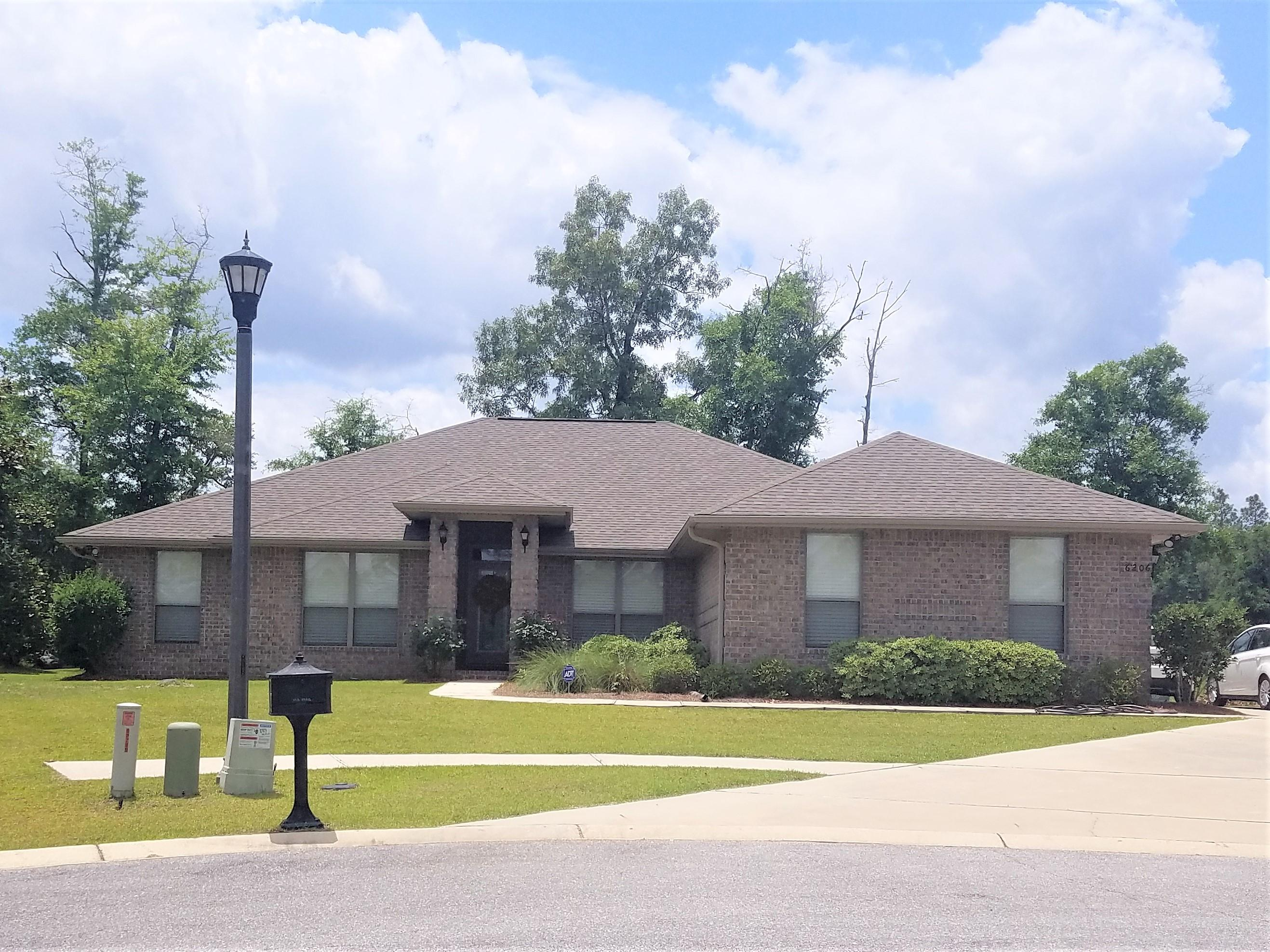Photo of home for sale at 6206 Nanterre, Crestview FL