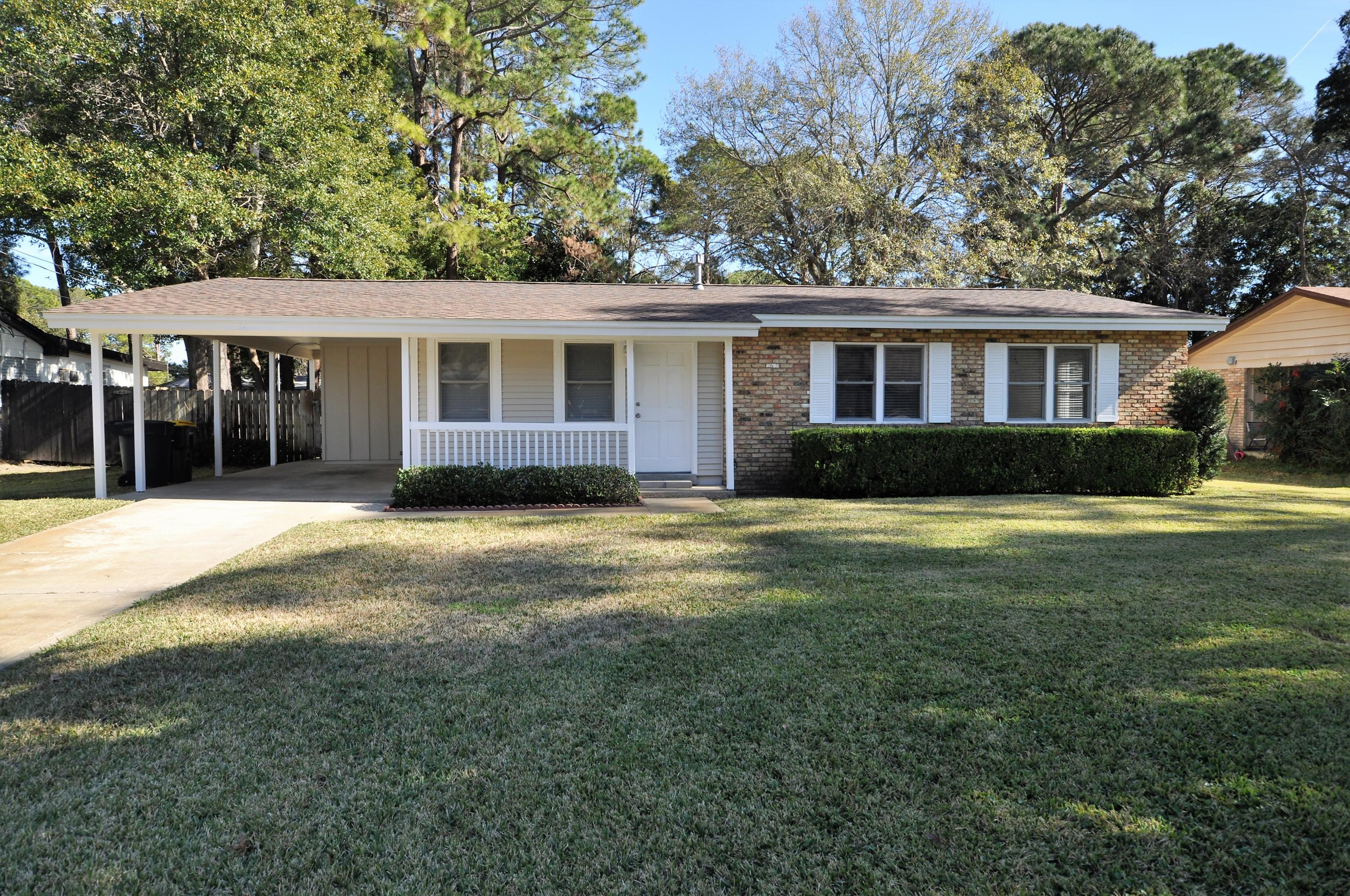Photo of home for sale at 35 Temple, Fort Walton Beach FL
