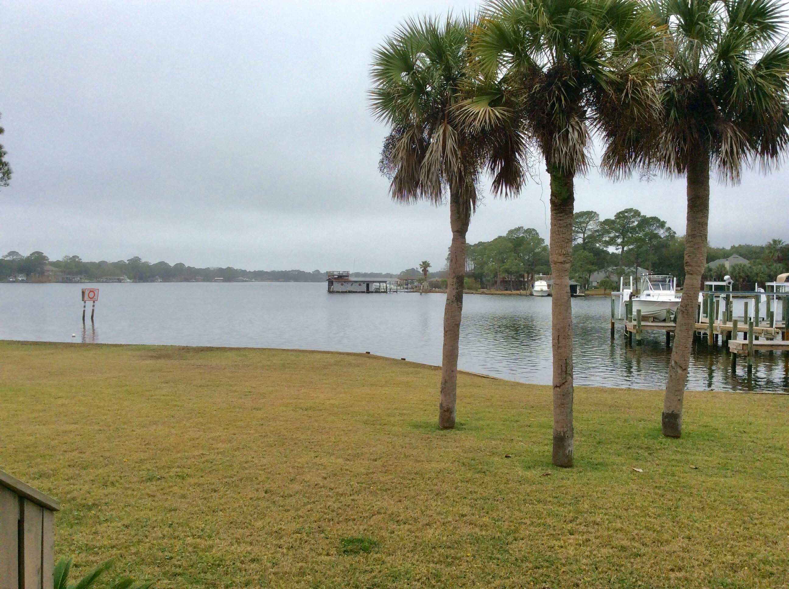 Photo of home for sale at 559 Cove, Fort Walton Beach FL