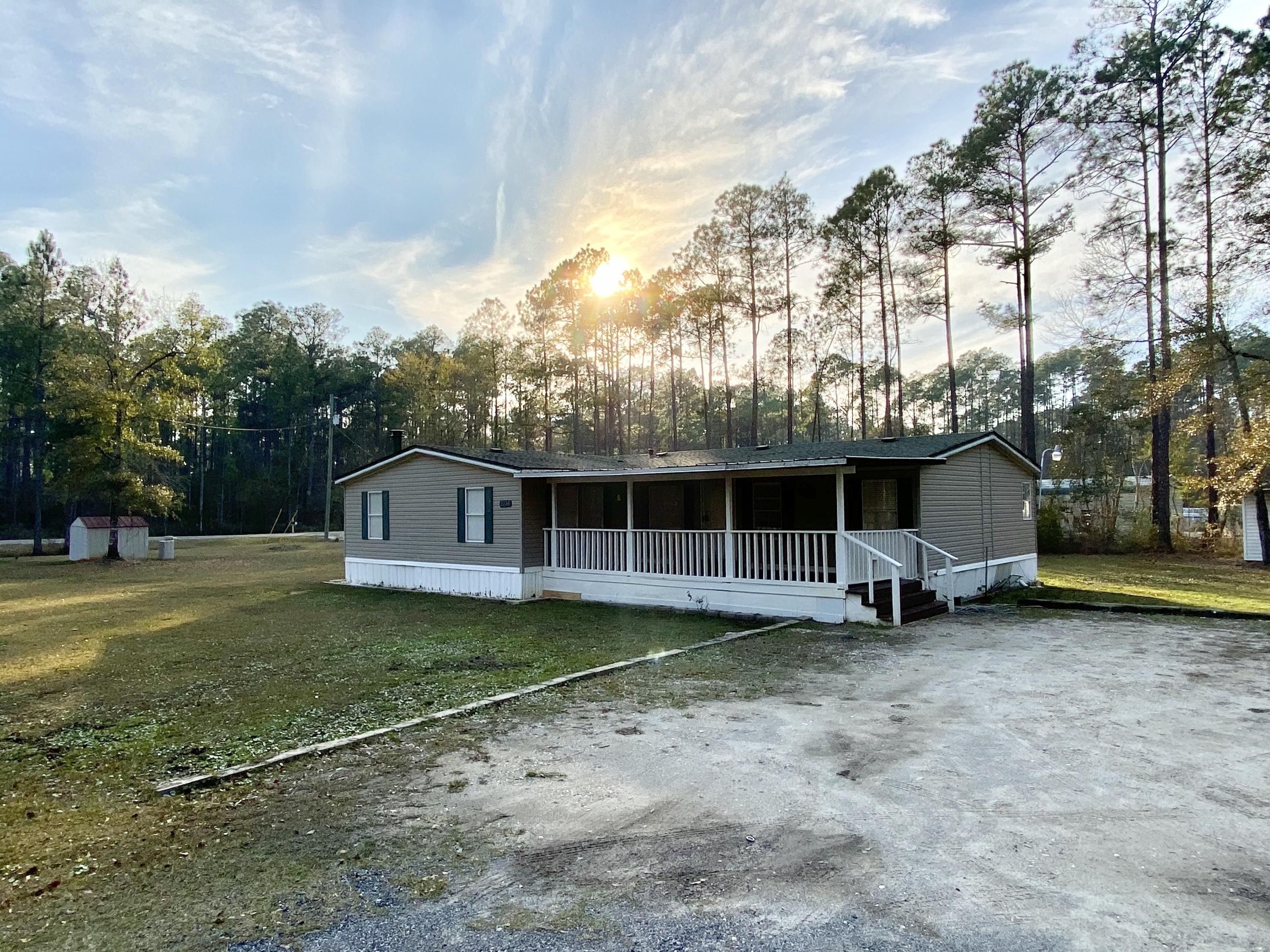 Photo of home for sale at 2236 Old Jolly Bay, Freeport FL