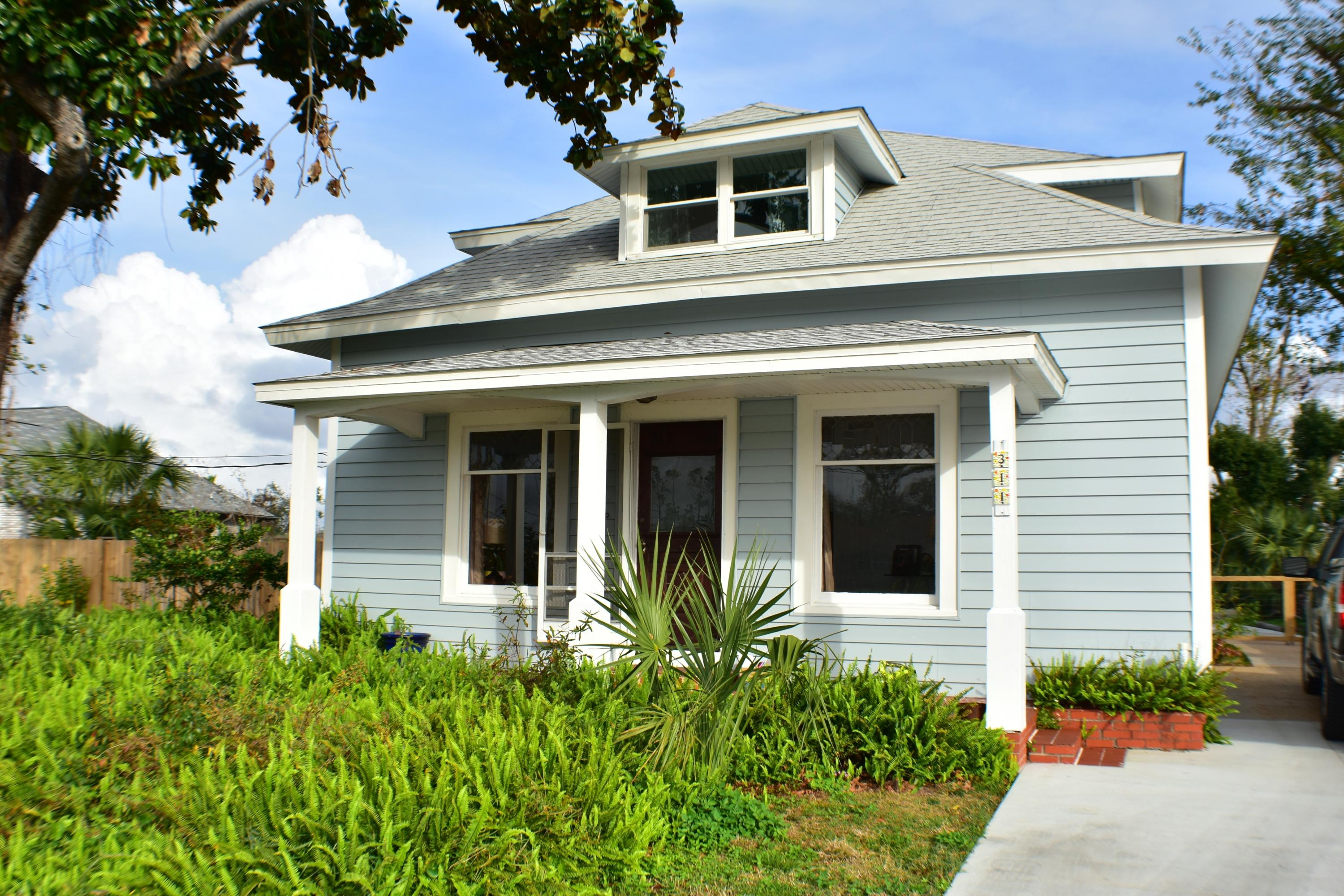 Photo of home for sale at 311 Kentucky, Lynn Haven FL