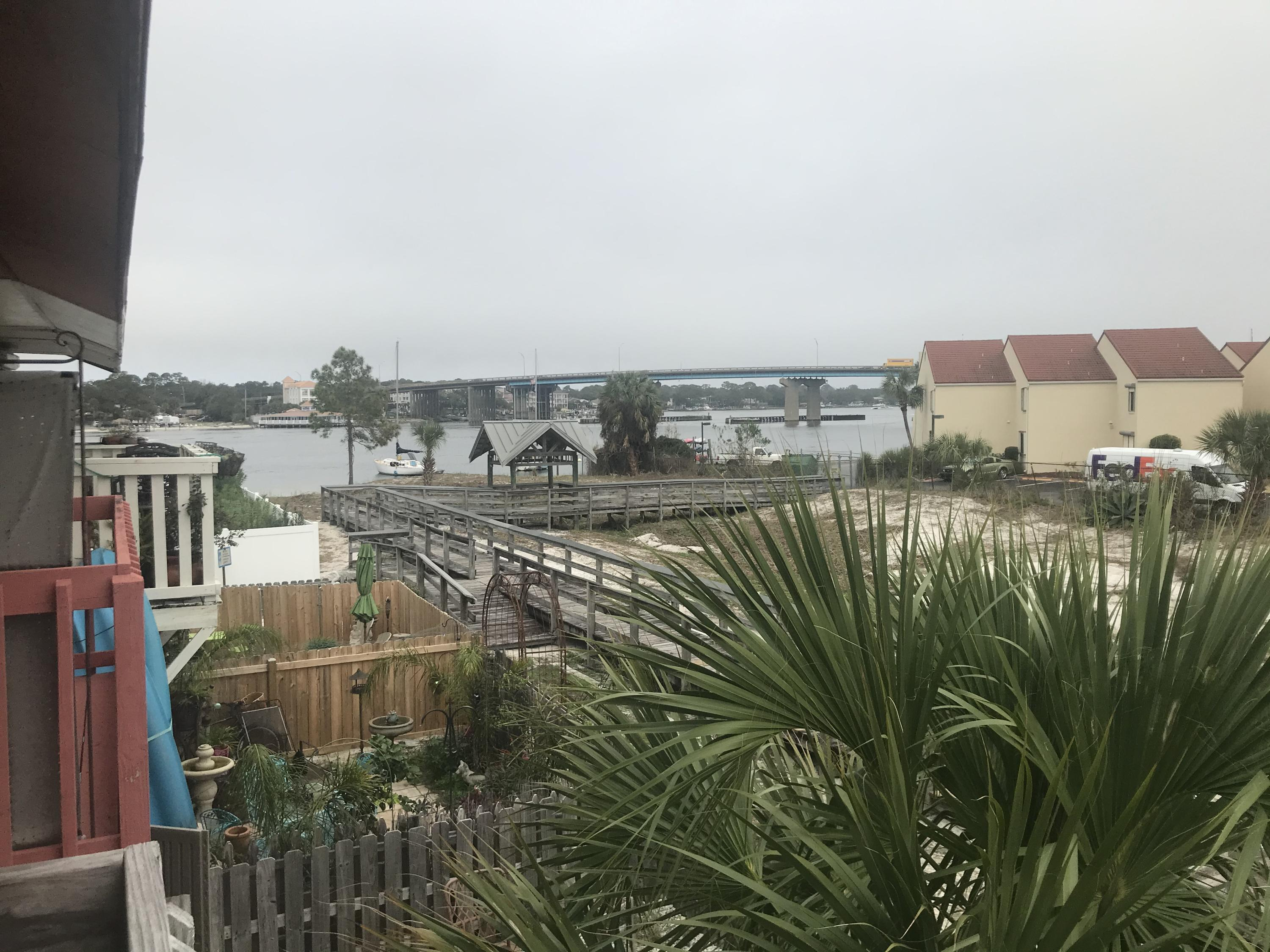 Photo of home for sale at 318 Bream, Fort Walton Beach FL