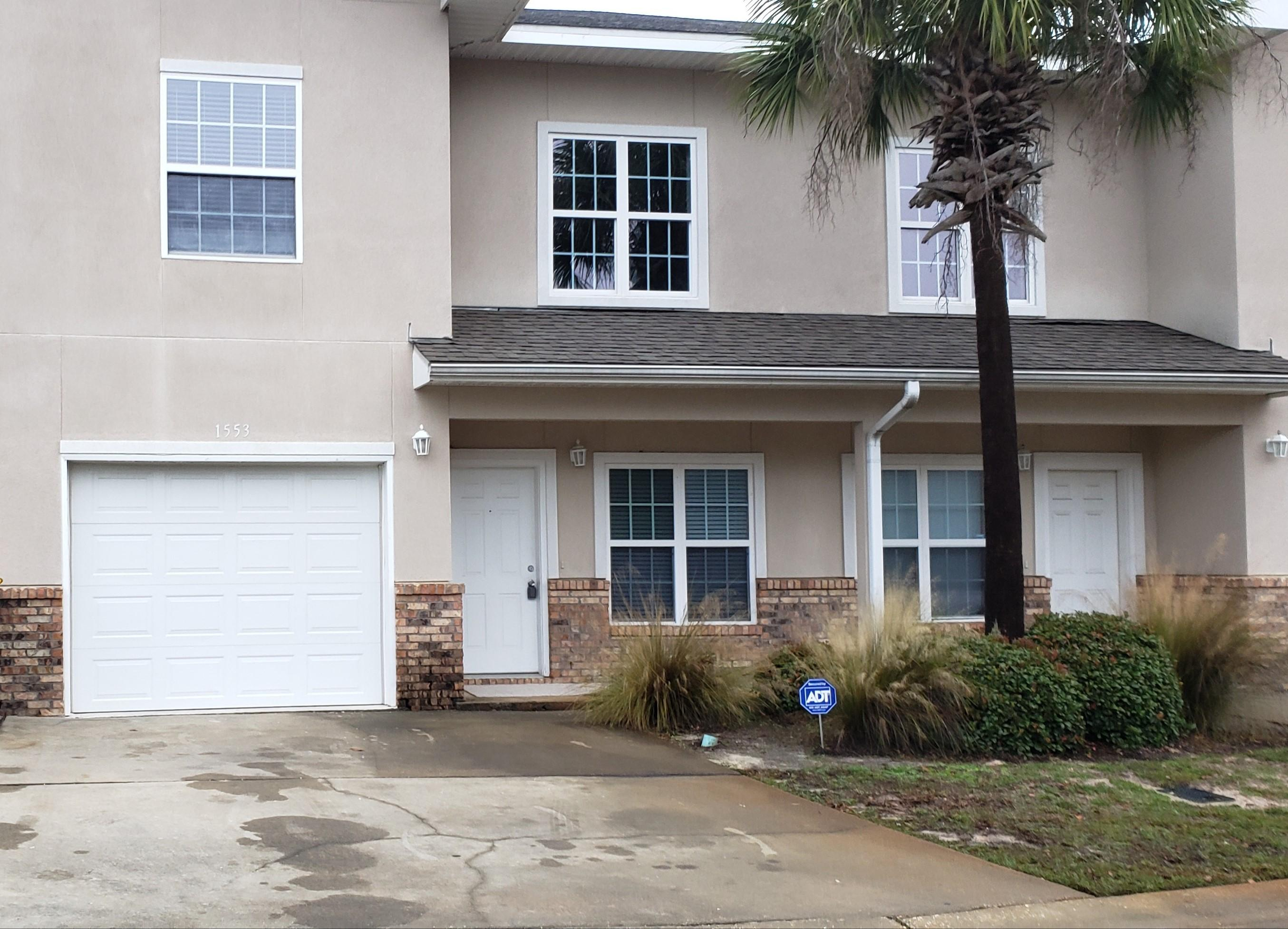 Photo of home for sale at 1553 Bentley, Fort Walton Beach FL