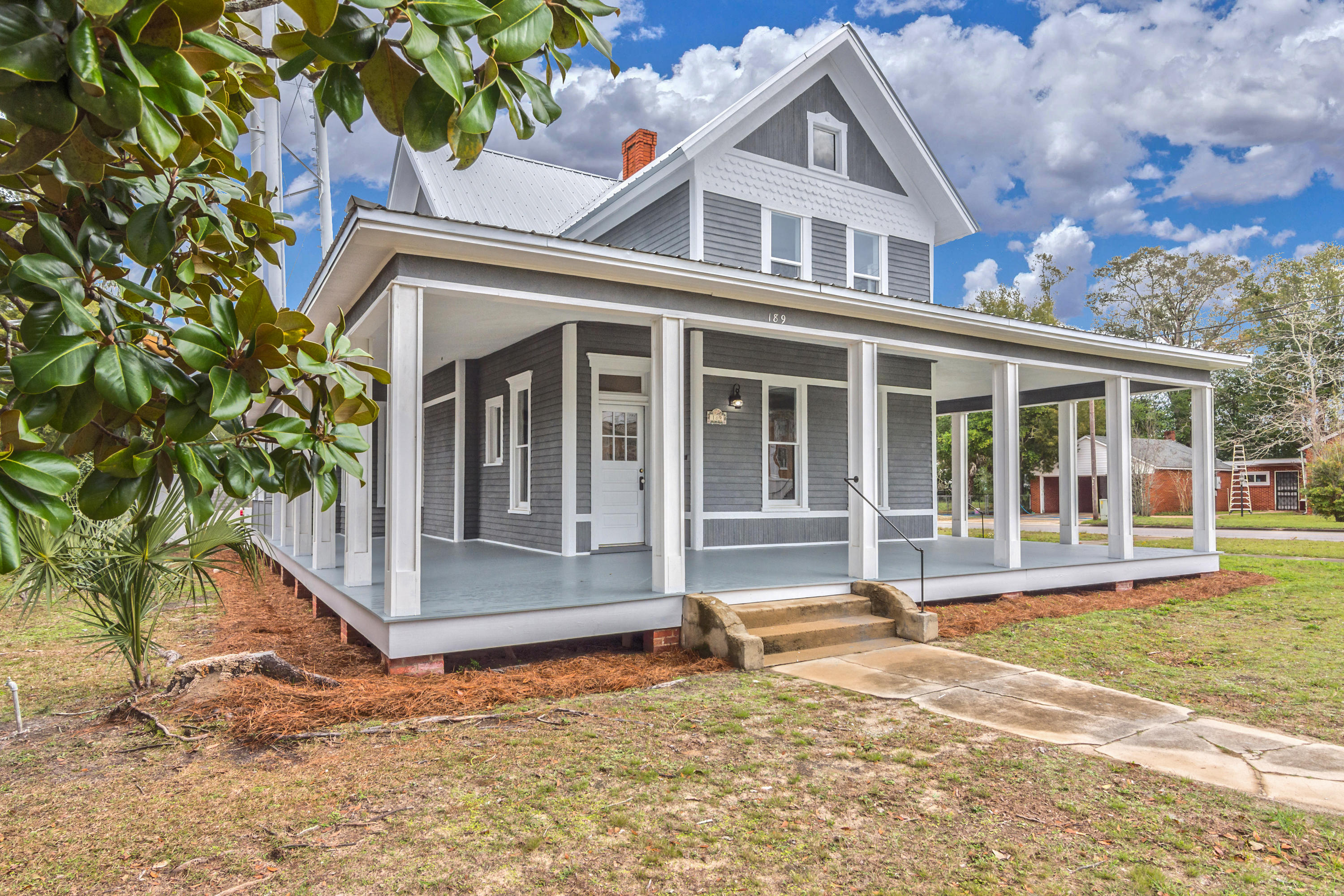 Photo of home for sale at 189 Live Oak, Defuniak Springs FL