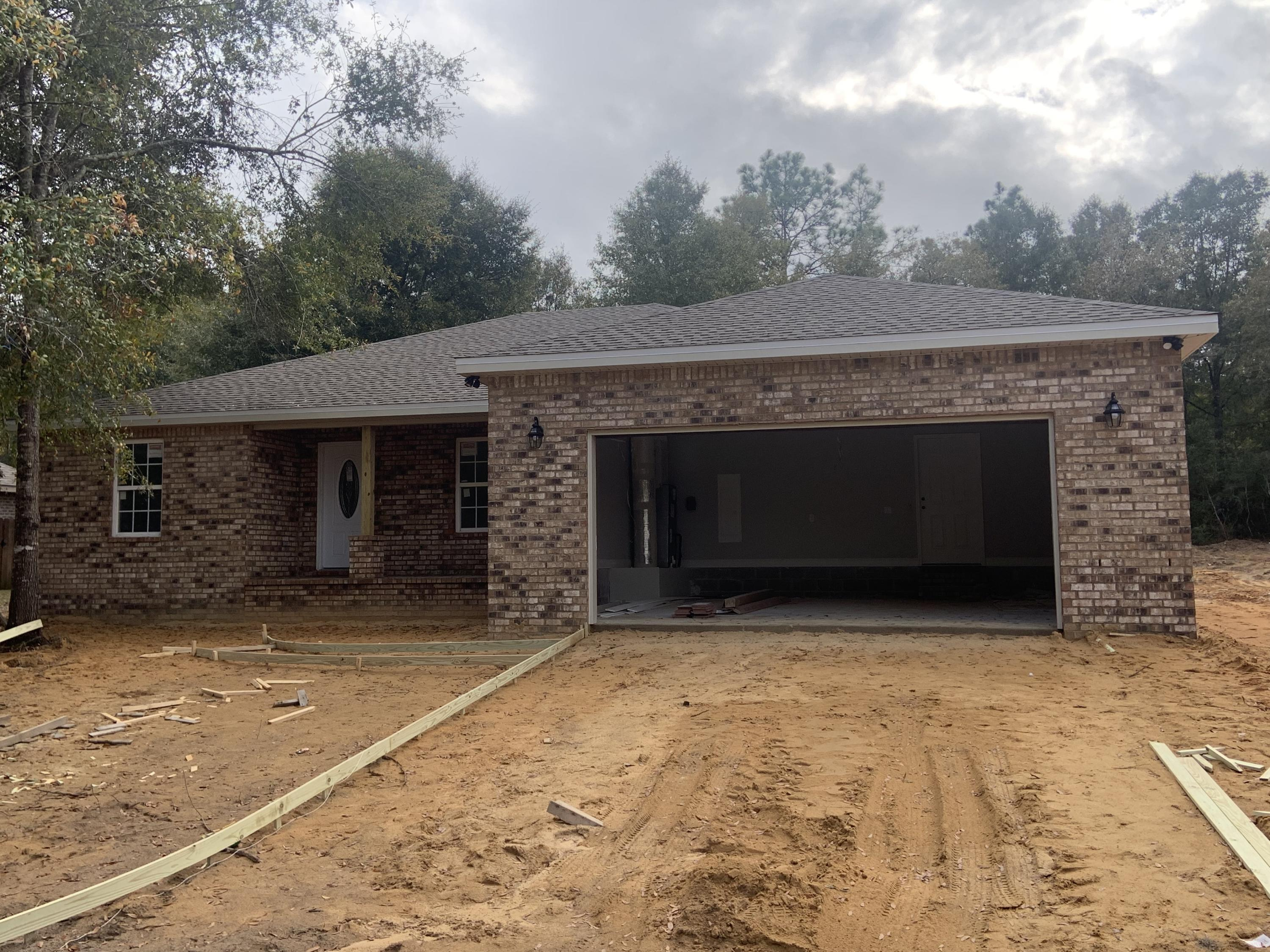 Photo of home for sale at 3734 Kittrell, Crestview FL