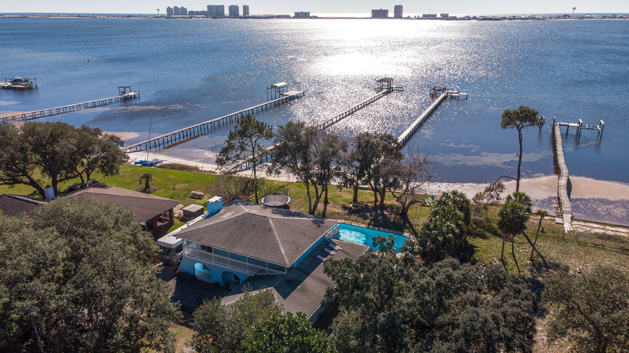 Photo of home for sale at 8013 Newport, Navarre FL