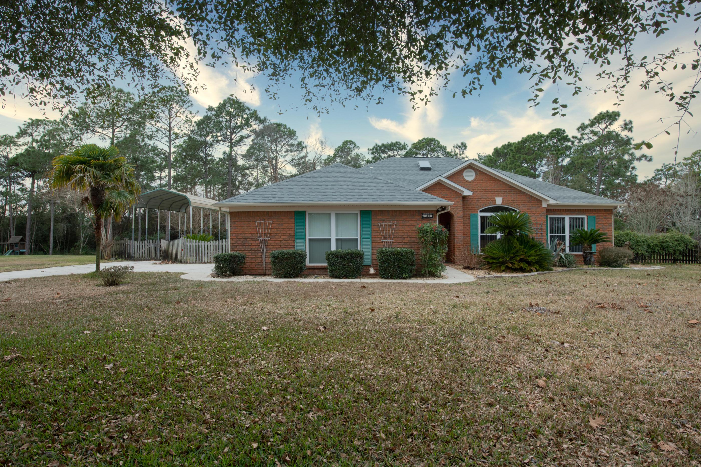 Photo of home for sale at 2631 Bob White, Navarre FL