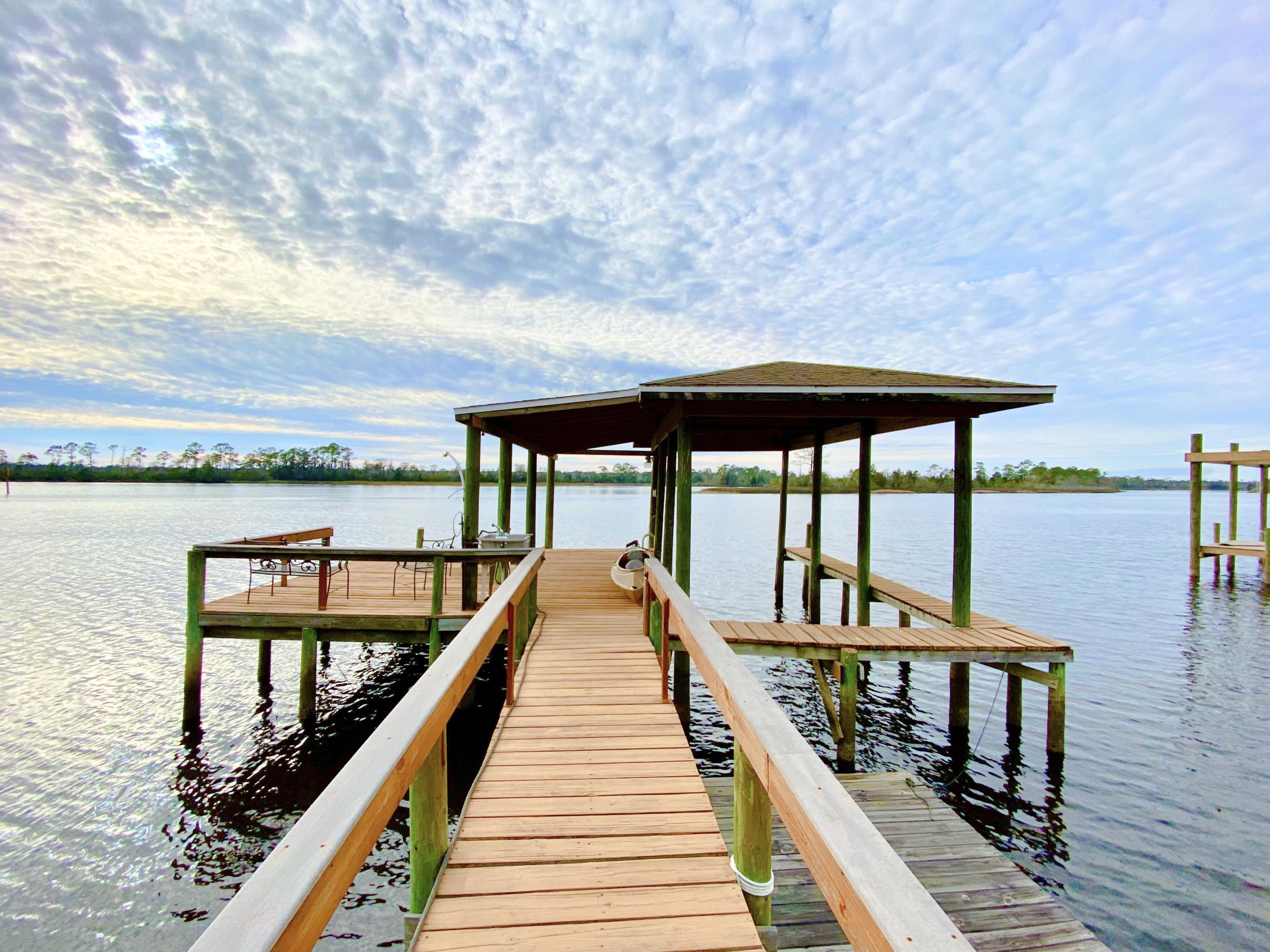 Photo of home for sale at 4519 River Ranch, Milton FL
