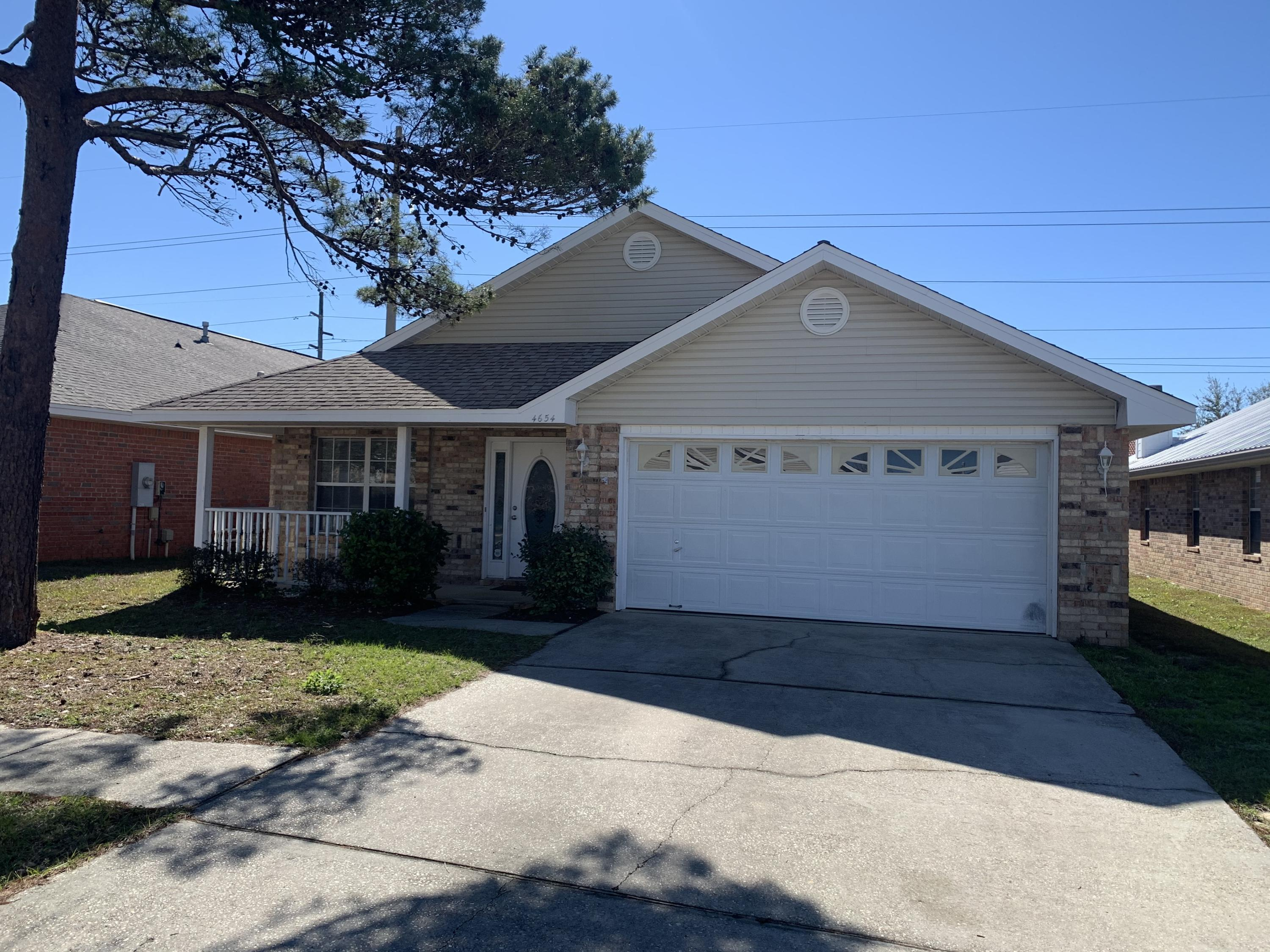 Photo of home for sale at 4654 Sunsail, Destin FL