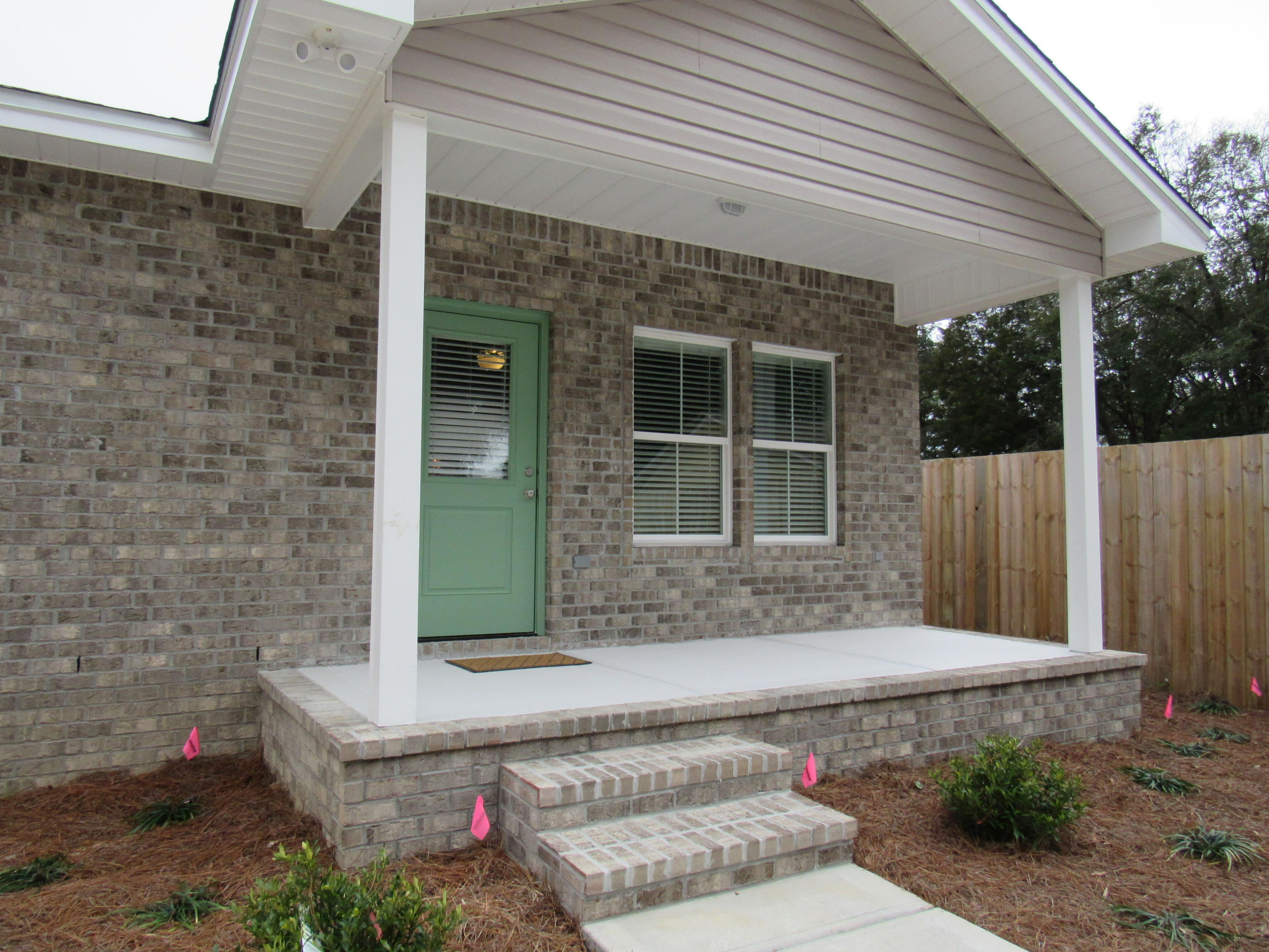 Photo of home for sale at 1574 Hickory, Niceville FL
