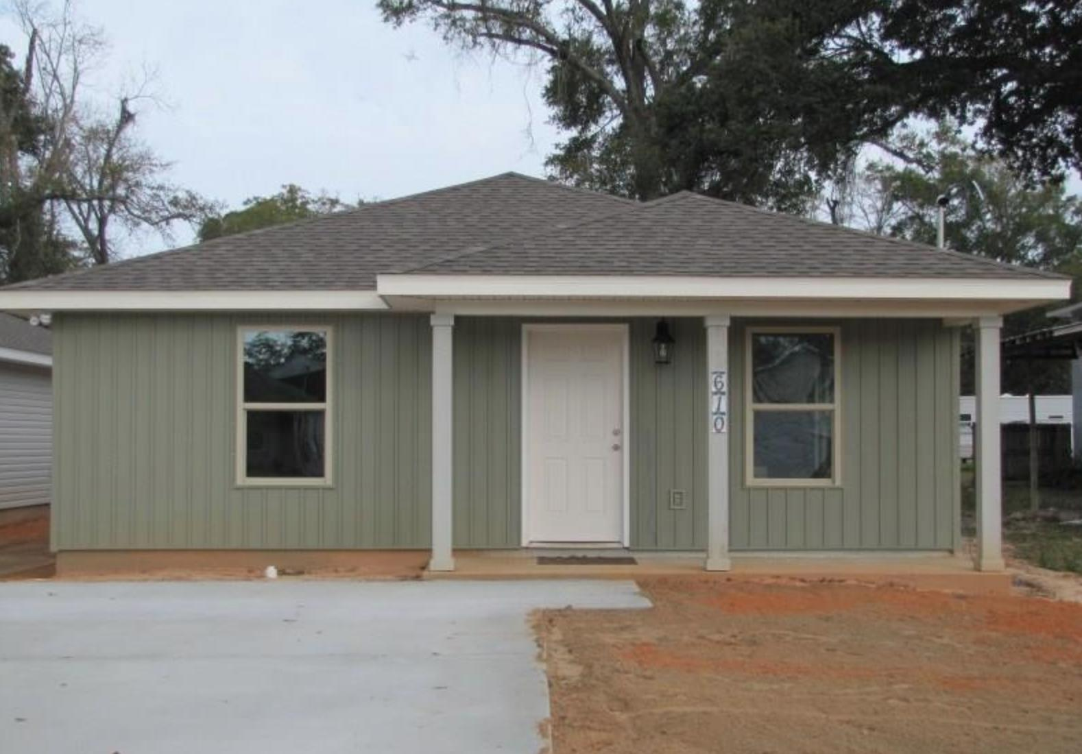 Photo of home for sale at 610 Fisher Street, Pensacola FL