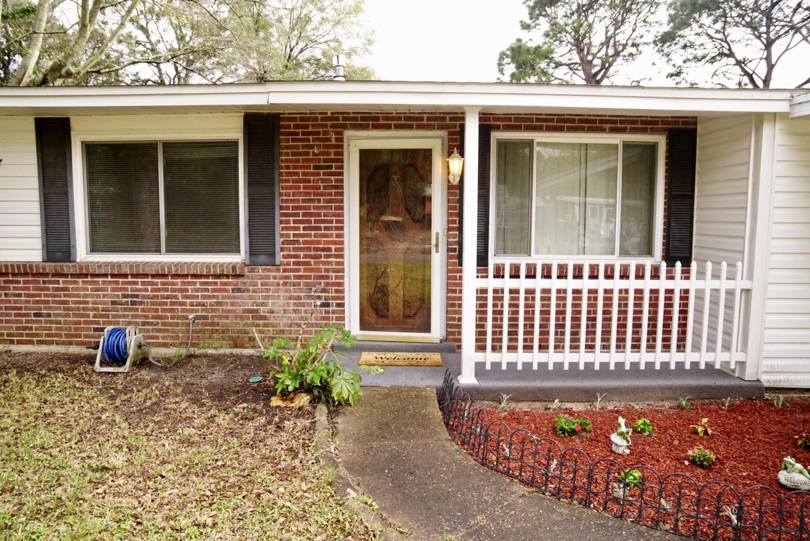 Photo of home for sale at 215 Revere, Fort Walton Beach FL