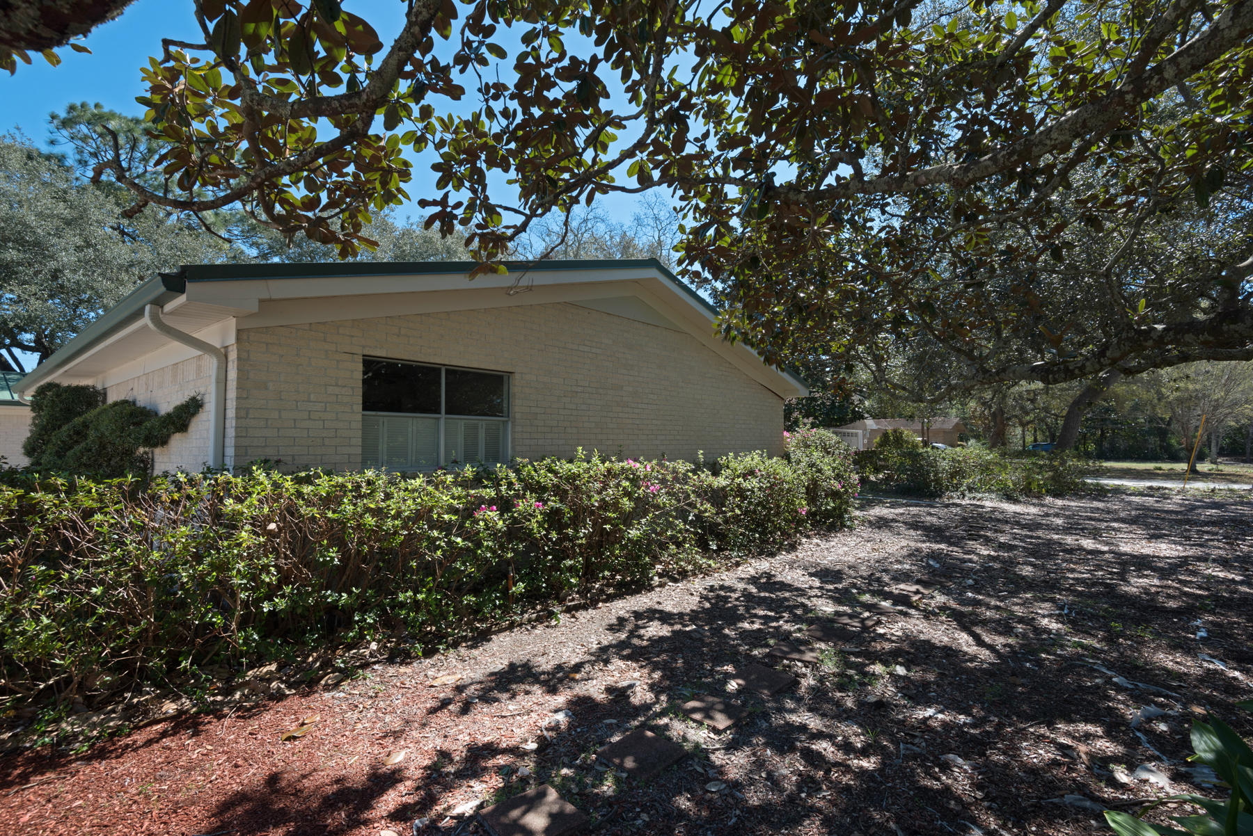 Photo of home for sale at 901 Valparaiso, Niceville FL